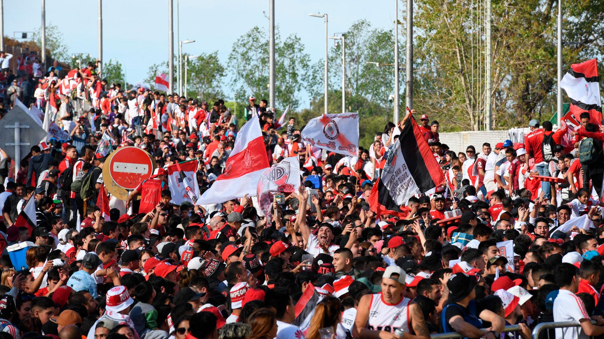 Al no haber parcialidad visitante en el partido de hoy, los simpatizantes aprovecharon para darle el último aliento a los dirigidos por Marcelo Gallardo
