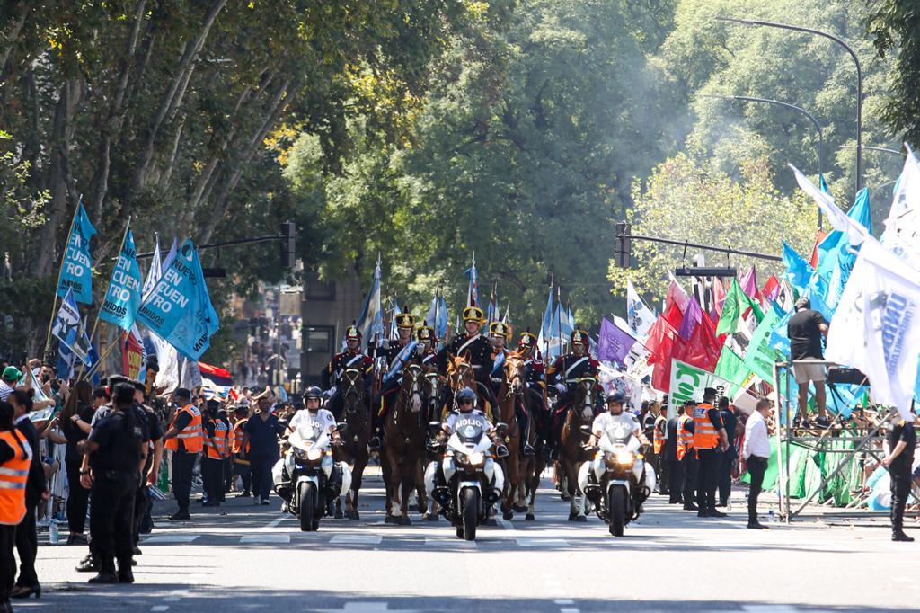 El jefe de Estado viajó desde la Casa Rosada al Congreso