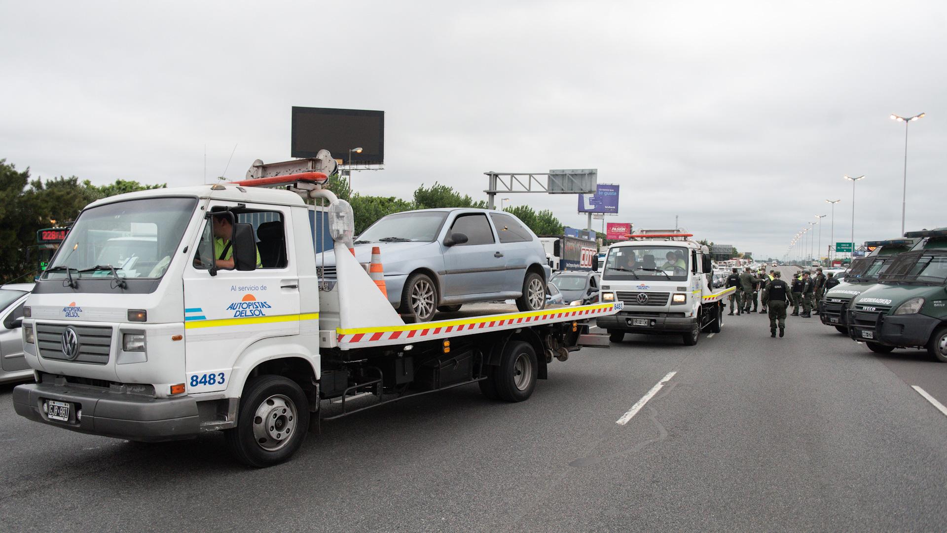 Las autoridades secuestraron varios autos que no tenían el permiso para circular