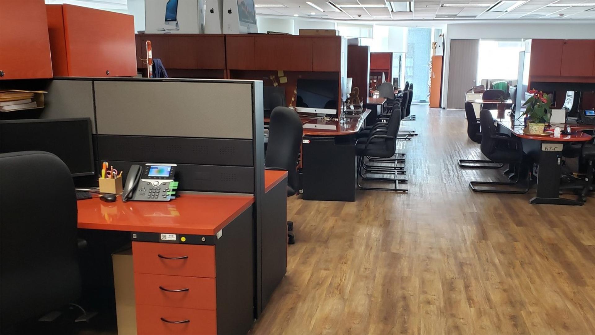 Muchas oficinas lucieron vacías ya que la mayor parte del personal son mujeres (Foto: Twitter@Pedrorangel_mx)