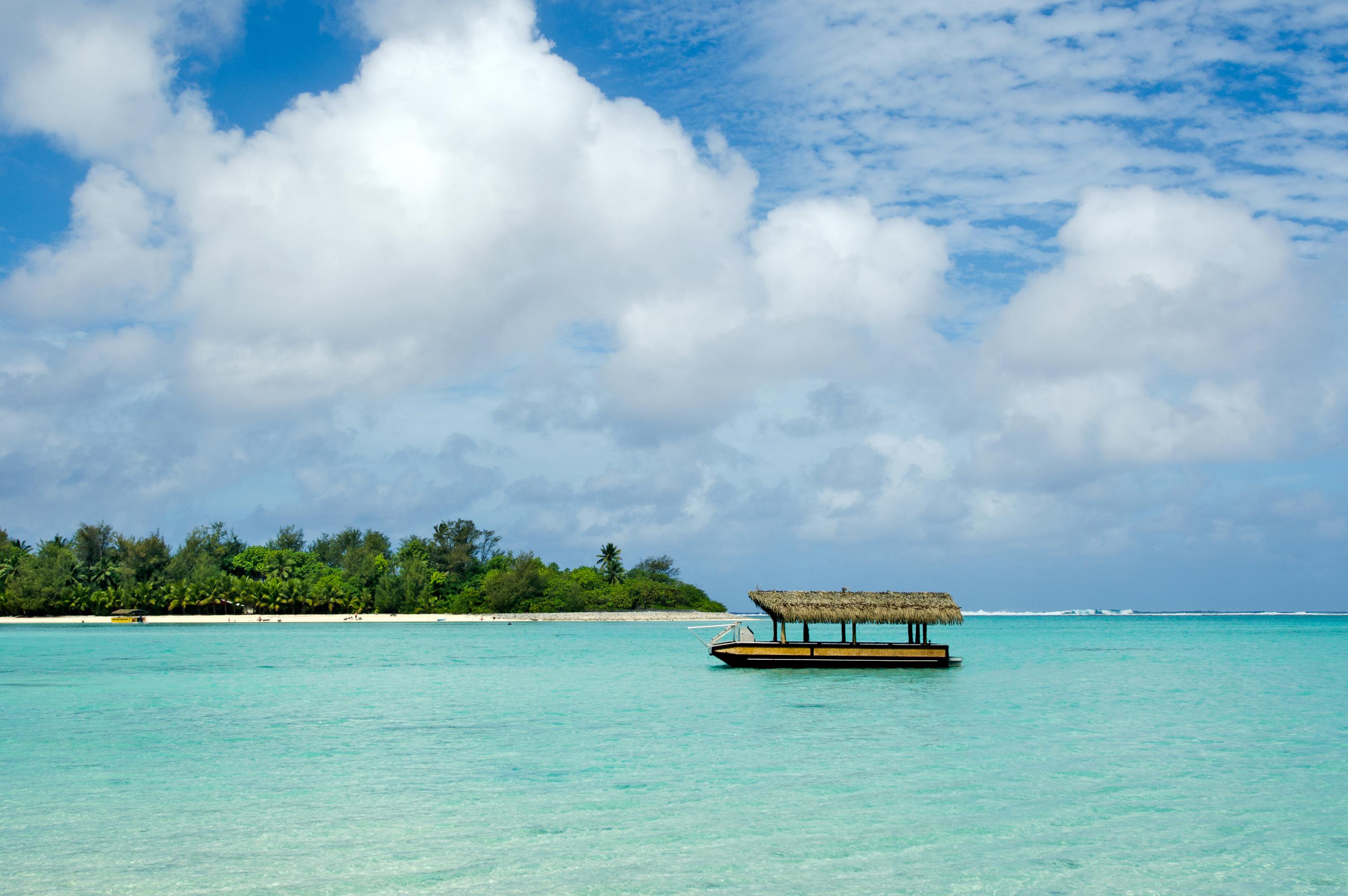 Si lo que se busca es nadar en las aguas cristalinas color turquesa de una laguna mientras los picos montañosos enmarcan el cielo azul, Muri Beach, ubicada en las Islas Cook, es el destino tropical perfecto. Además de ser la indicada para nadar, pasear en bote y relajarse, sus playas ofrecen las condiciones ideales para el buceo, el esnórquel, la pesca en alta mar y el kite surf