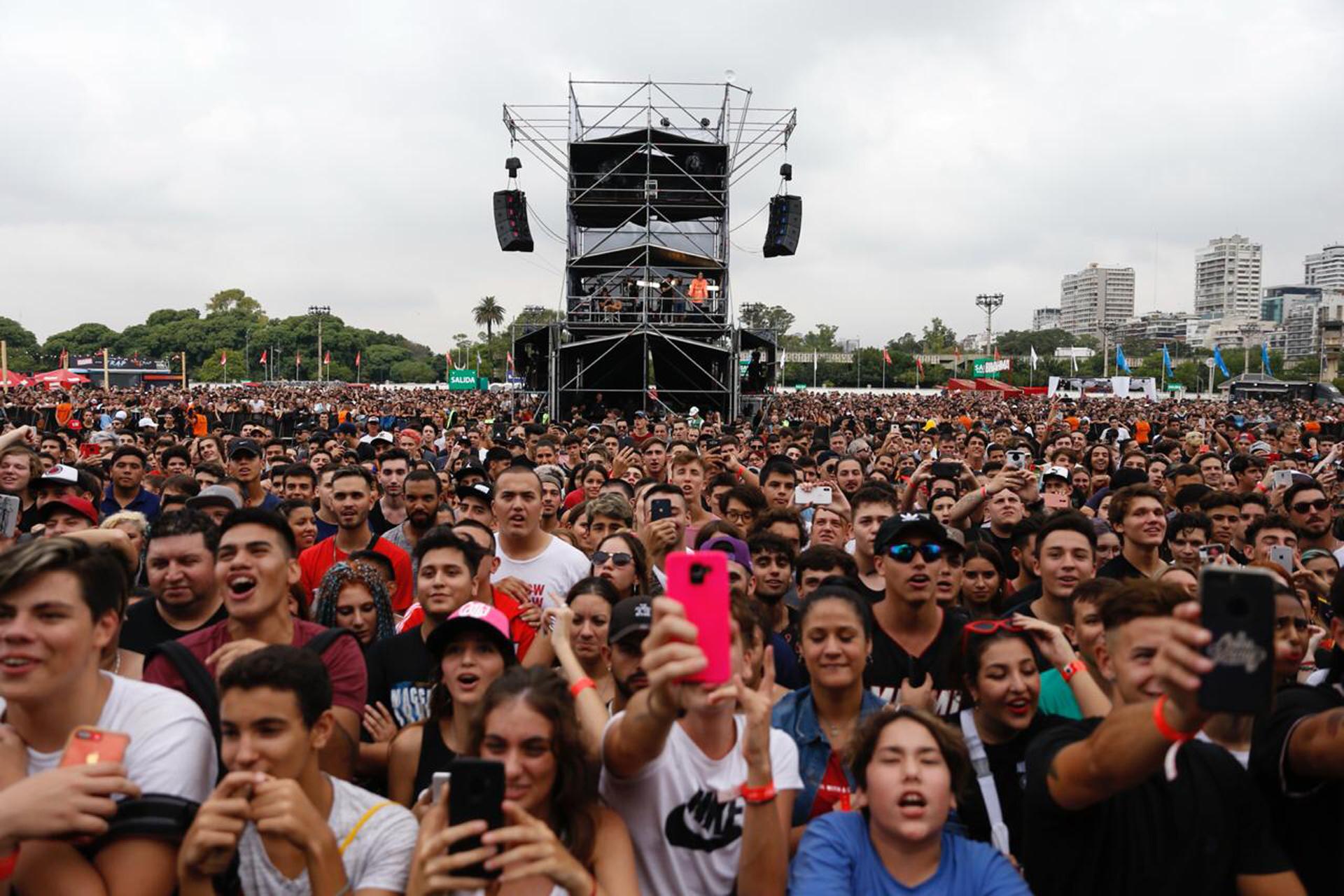 El público del Buenos Aires Trap, más centennial que millennial, disfrutó desde temprano las casi diez horas de música urbana ininterrumpida (Mono Gómez / CZ Comunicación)