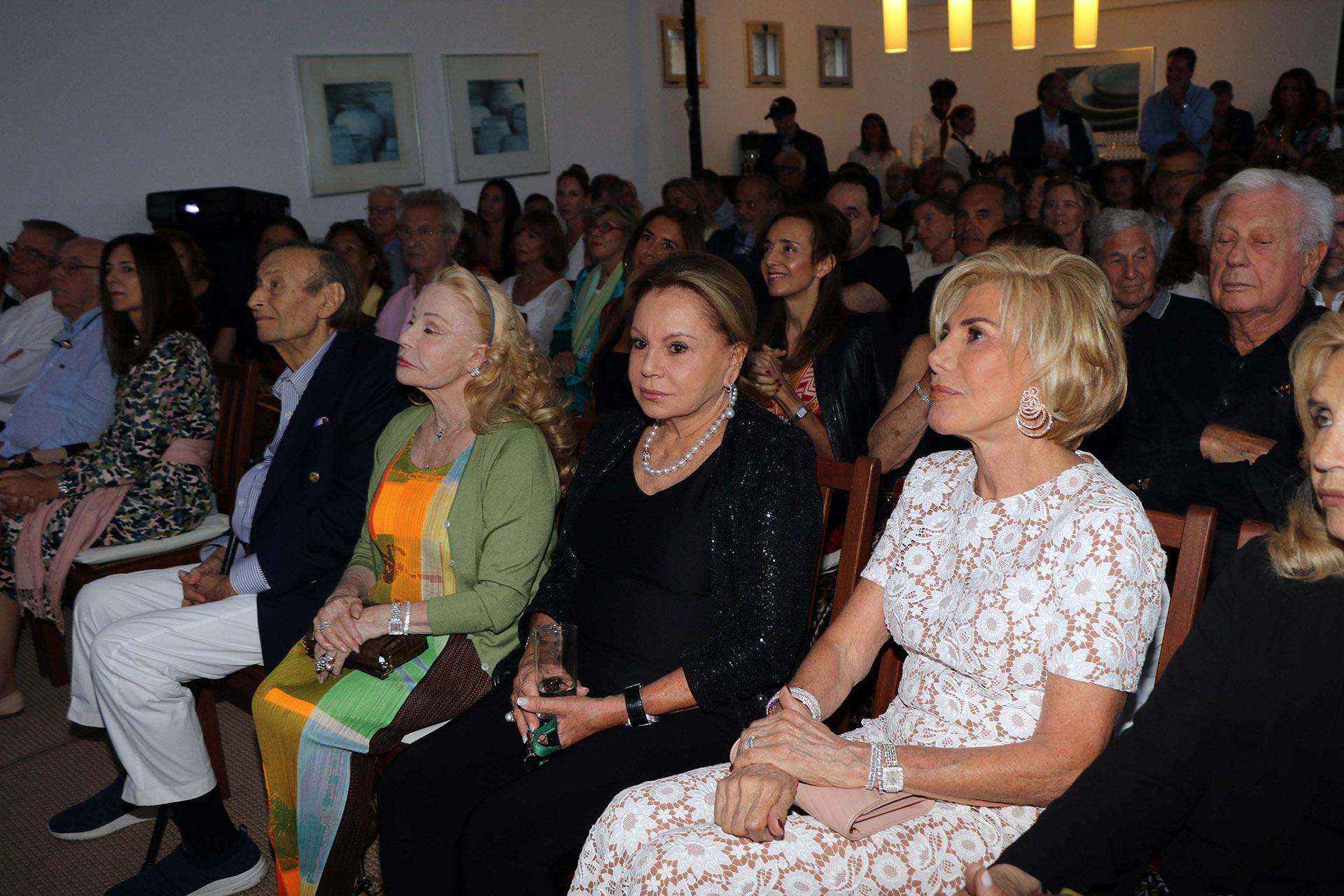 Laetitia D'Arenberg, Jacqueline Vik y Ada de Maurier en primera fila