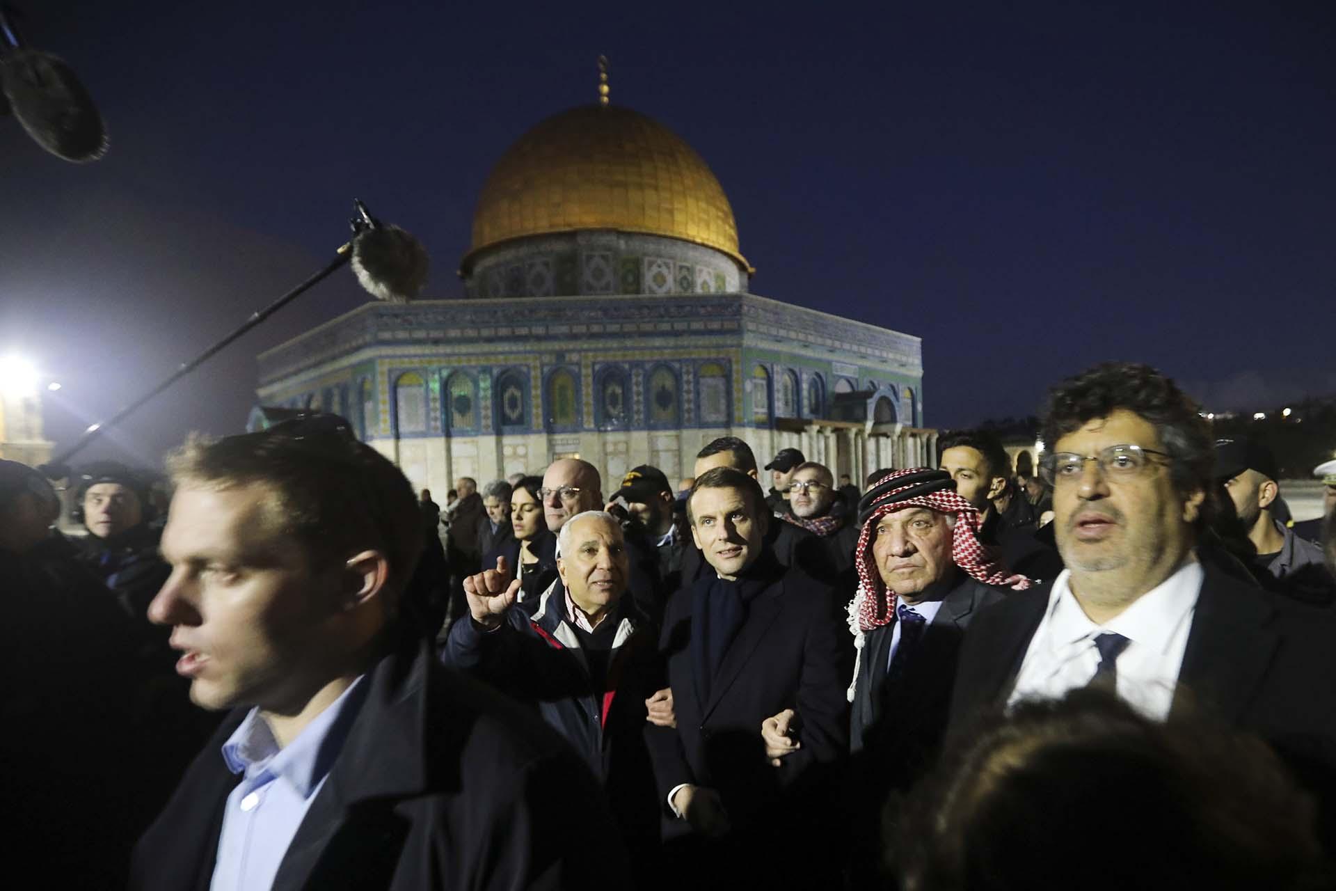 Emmanuel Macron visitó la mezquita de al-Aqsa en Jerusalén (AP Photo/Mahmoud Illean)