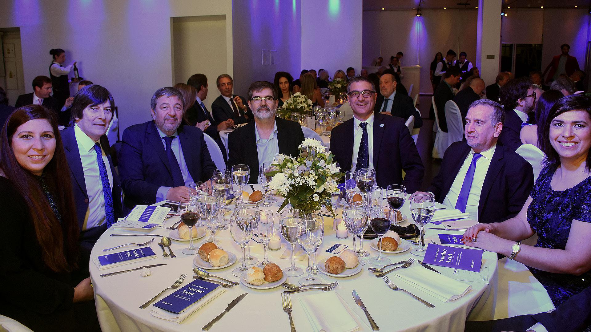 El Dr. Luis Caro recibió al secretario de Ciencia y Tecnología, Lino Barañao, en la mesa principal