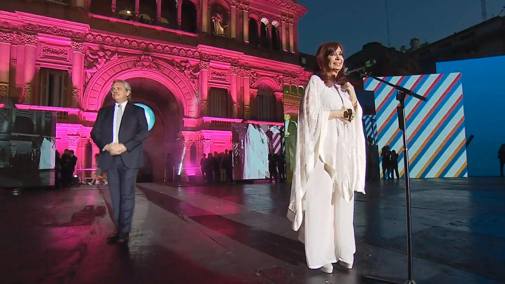 Cristina Kirchner dio un largo discurso ante la multitud