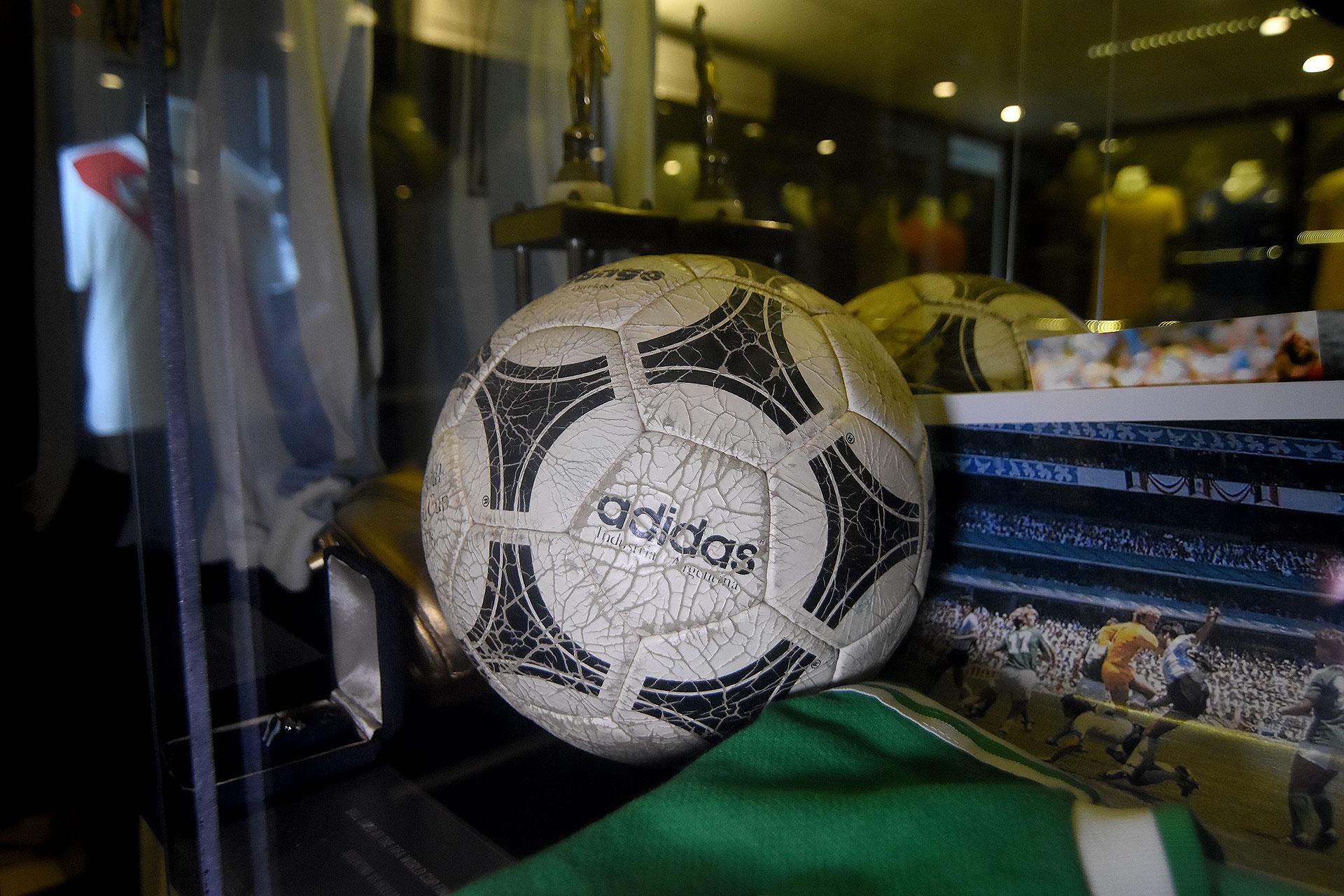 La pelota Tango marca Adidas que se usó en la Copa el Mundo Argentina 78 (Nicolas Stulberg)