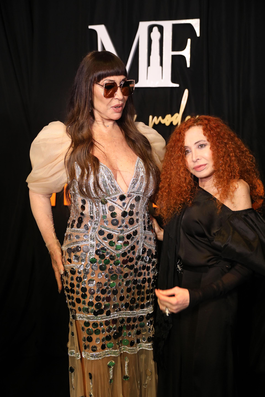 La diva argentina Moria Casán junto a la diseñadora Maureene Dinar. Moria lució su vestido hecho especialmente para la ocasión.