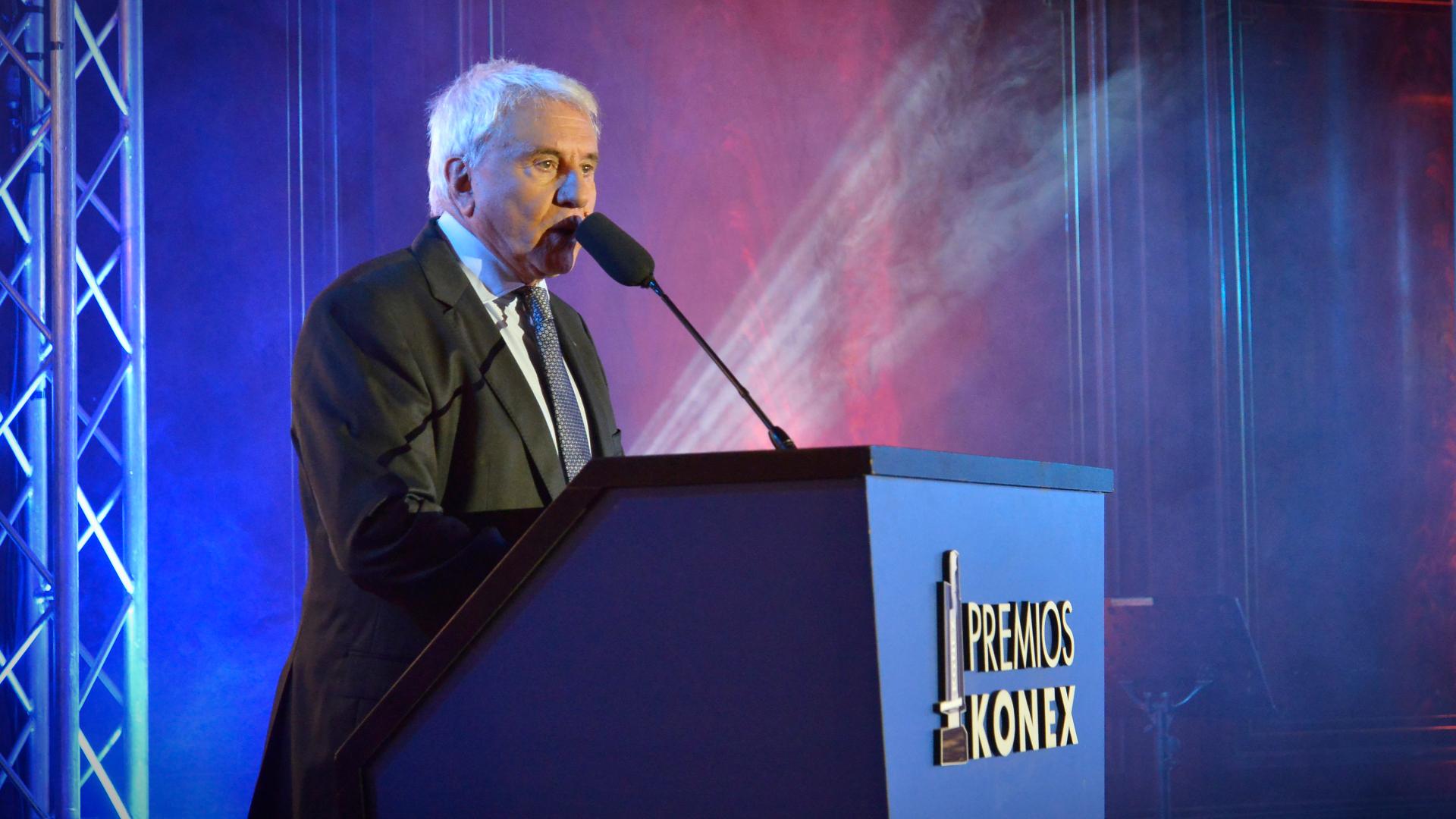 Fernando Bravo estuvo a cargo de la conducción de la gala en el renovado salón de actos de la Facultad de Derecho de la UBA