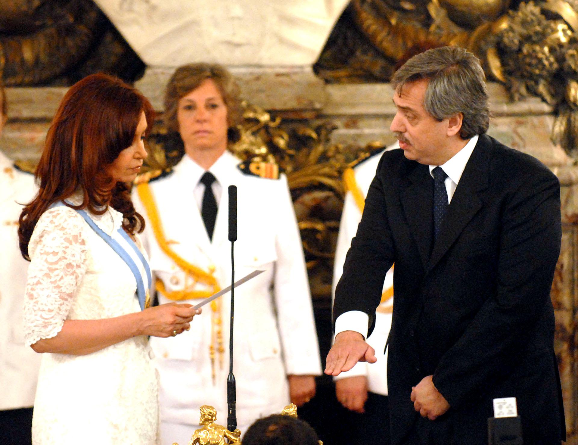 Alberto Fernández fue uno de los funcionarios que juró nuevamente en su cargo cuando asumió Cristina Kirchner en la presidencia, en el 2007. Fue también su jefe de campaña, posicionando una nueva etapa en el gobierno kirchnerista, con fuerte impronta institucional.