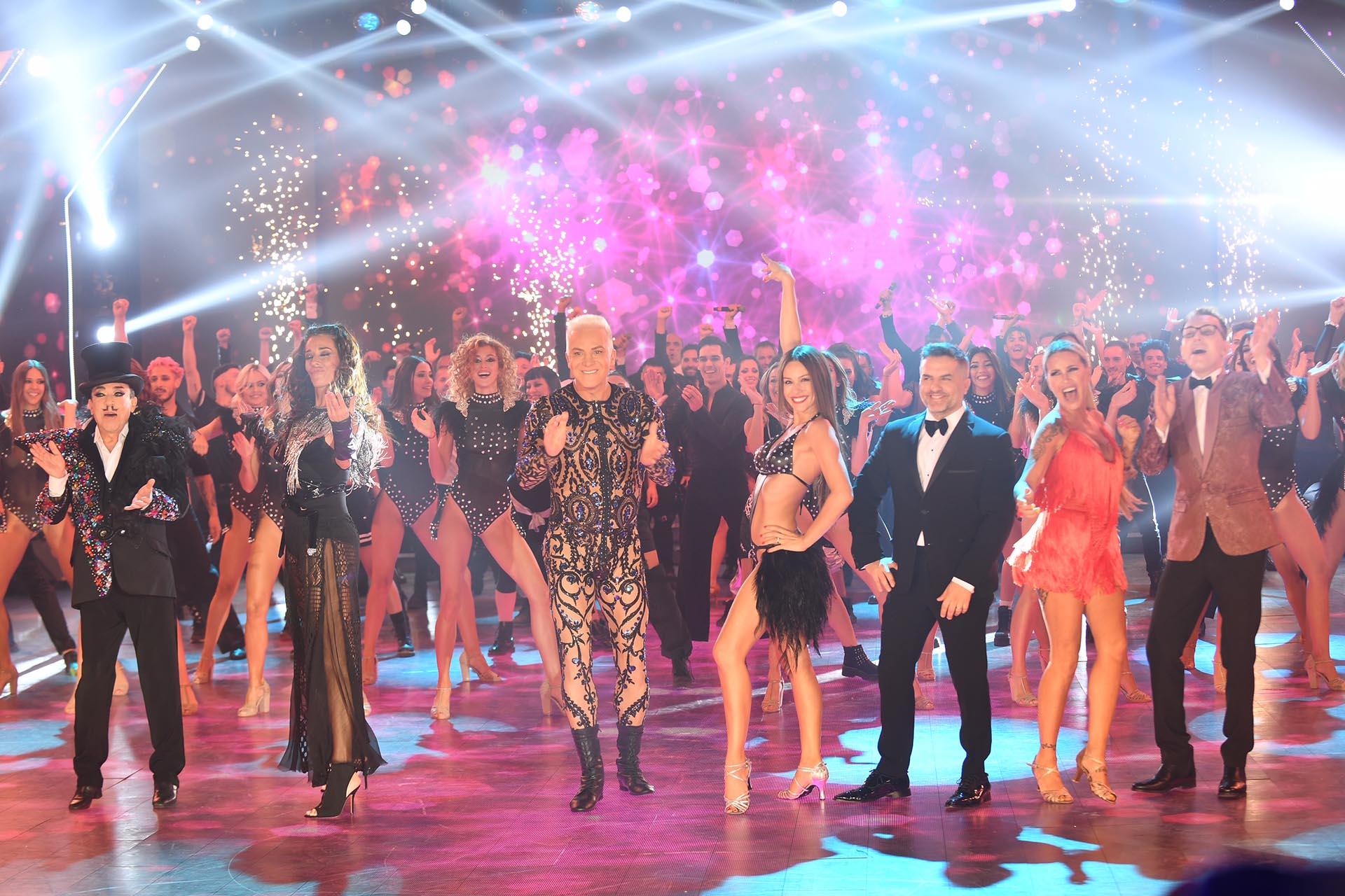 El jurado del Bailando participó en la gran coreografía de apertura del último programa del año de