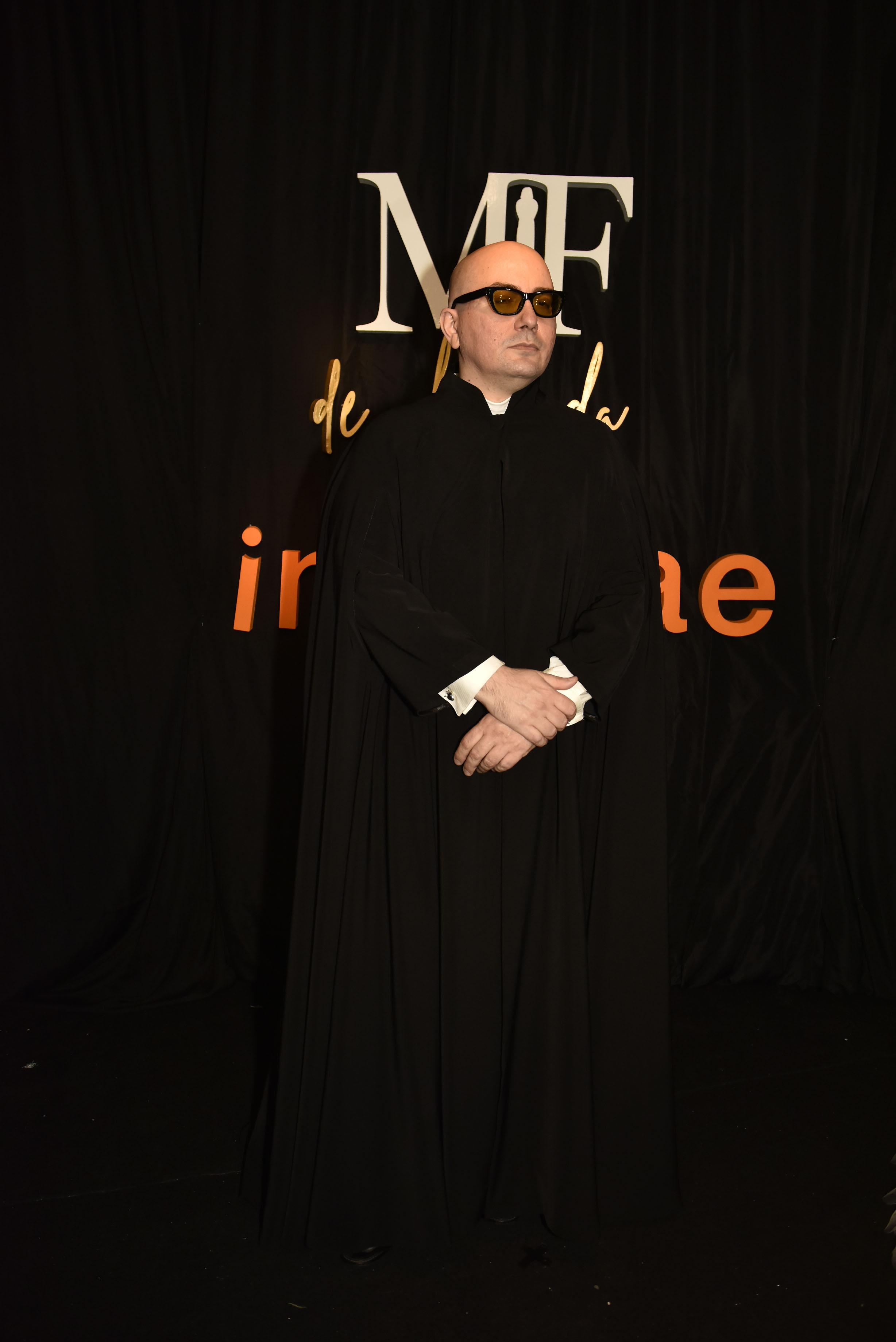 El diseñador Pablo Ramírez con un look total black