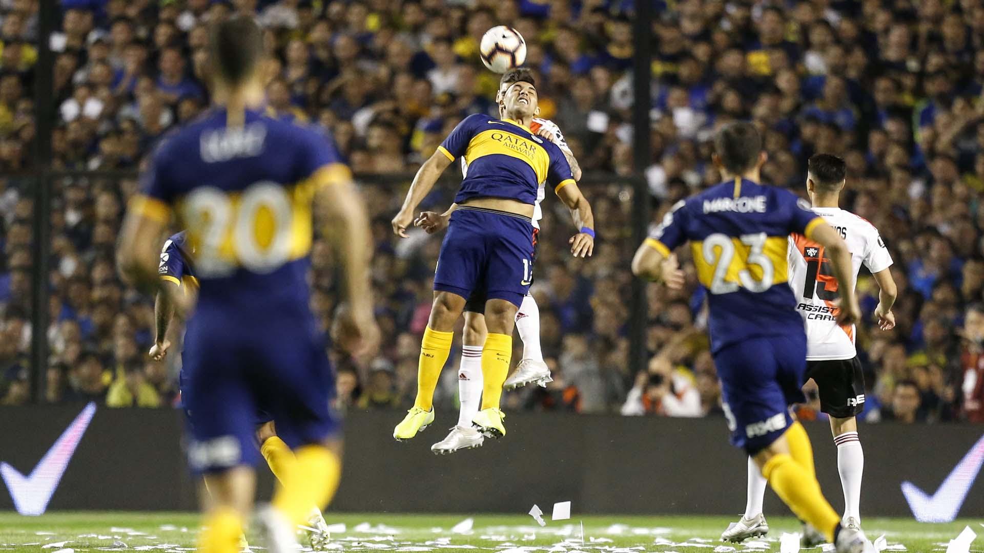 En los primeros minutos del primer tiempo Boca se hizo fuerte con las pelotas aéreas