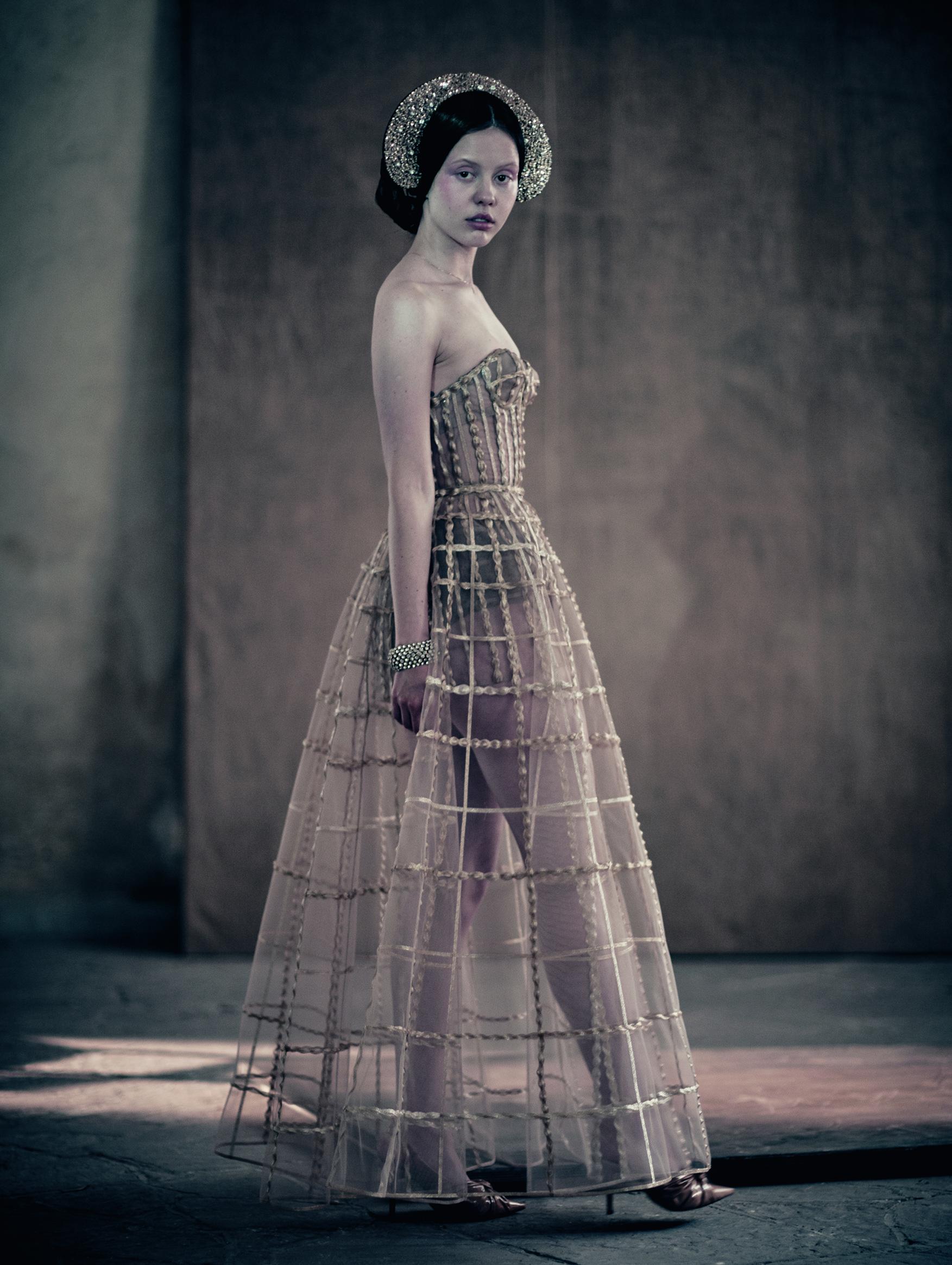 La actriz y modelo británica Mia Goth es una actriz que participó de este calendario 2020.