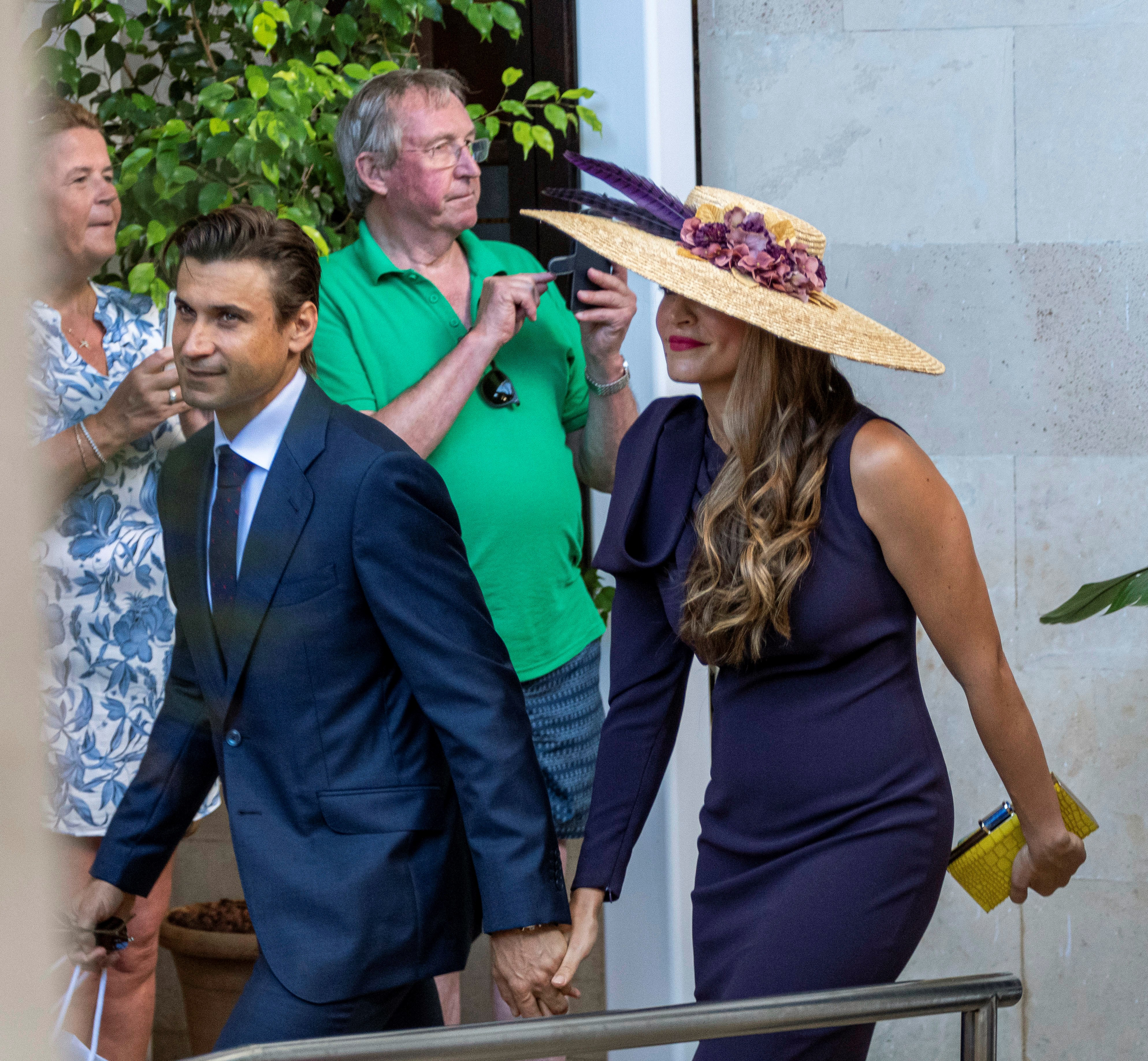 El tenista David Ferrer y Marta Tornel, invitados a la boda de Rafa Nadal y Mery Perelló, saliendo del hotel donde están alojados en Pollença (Mallorca) para dirigirse a sa Fortalesa EFE/ Cati Cladera