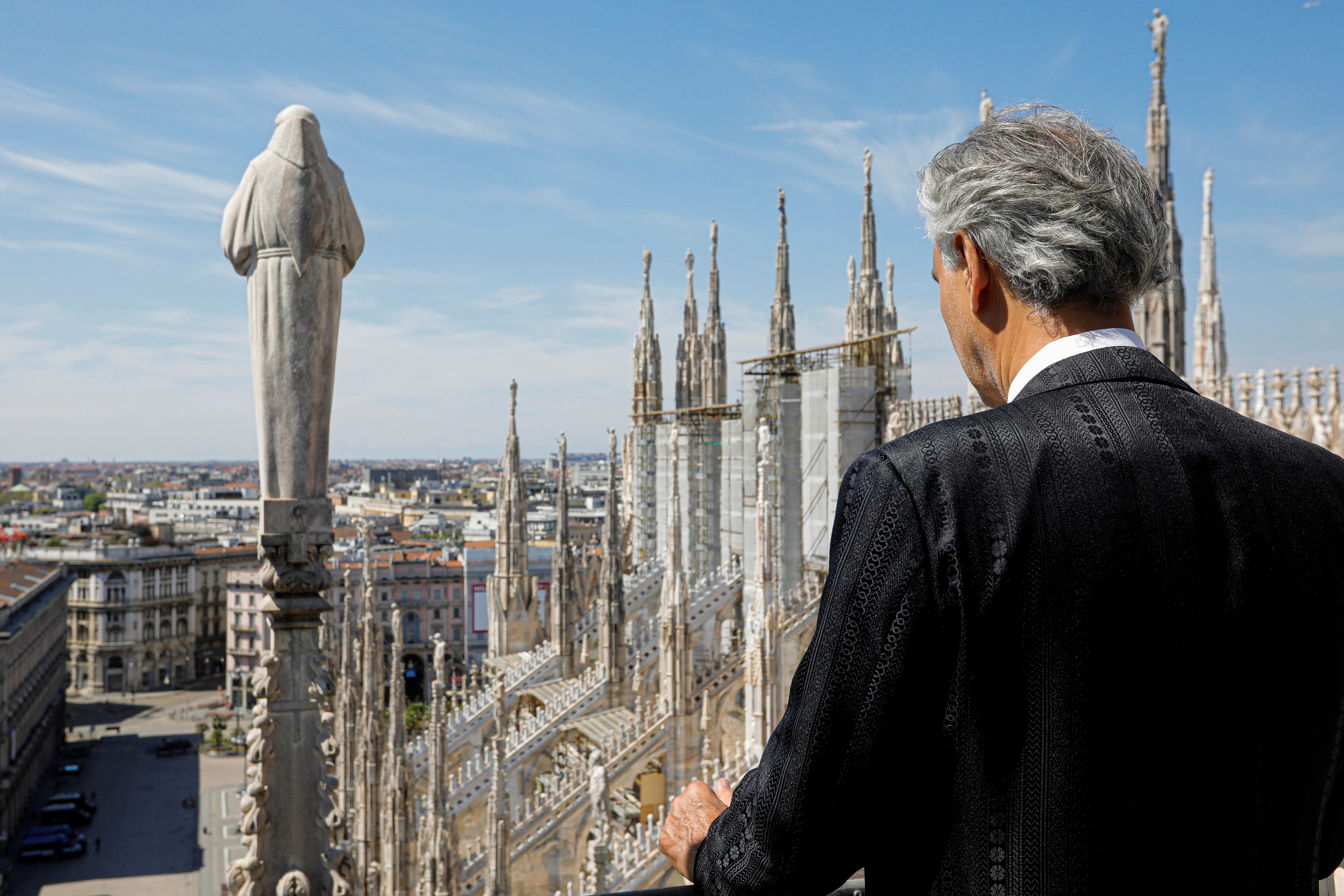 Andrea Bocelli en la azotea de la Catedral de Milan