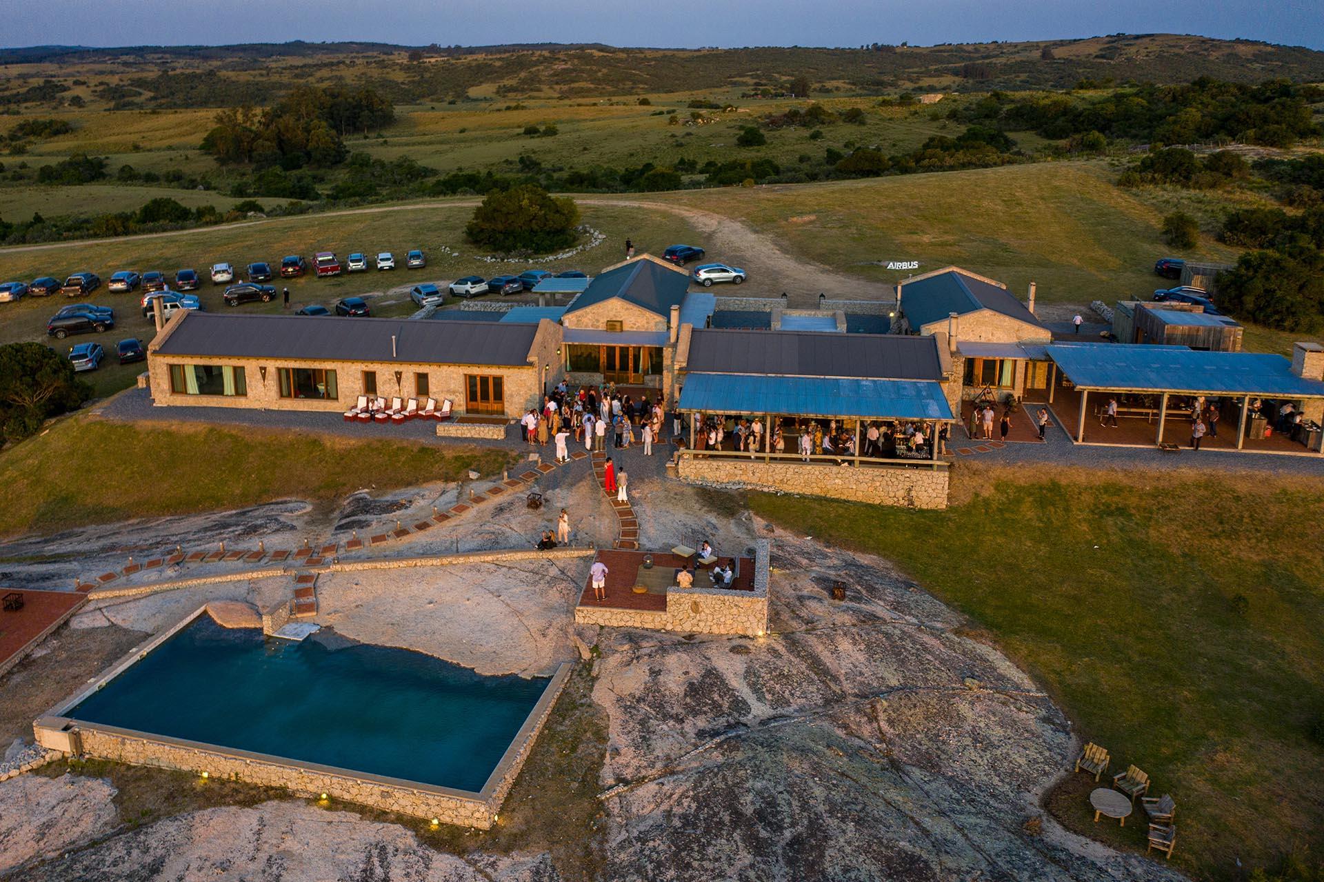 """Con vistas de 360 grados a su alrededor, se encuentra """" La Tertulia """", la fabulosa casa de Susana Giménez en Laguna Garzón"""