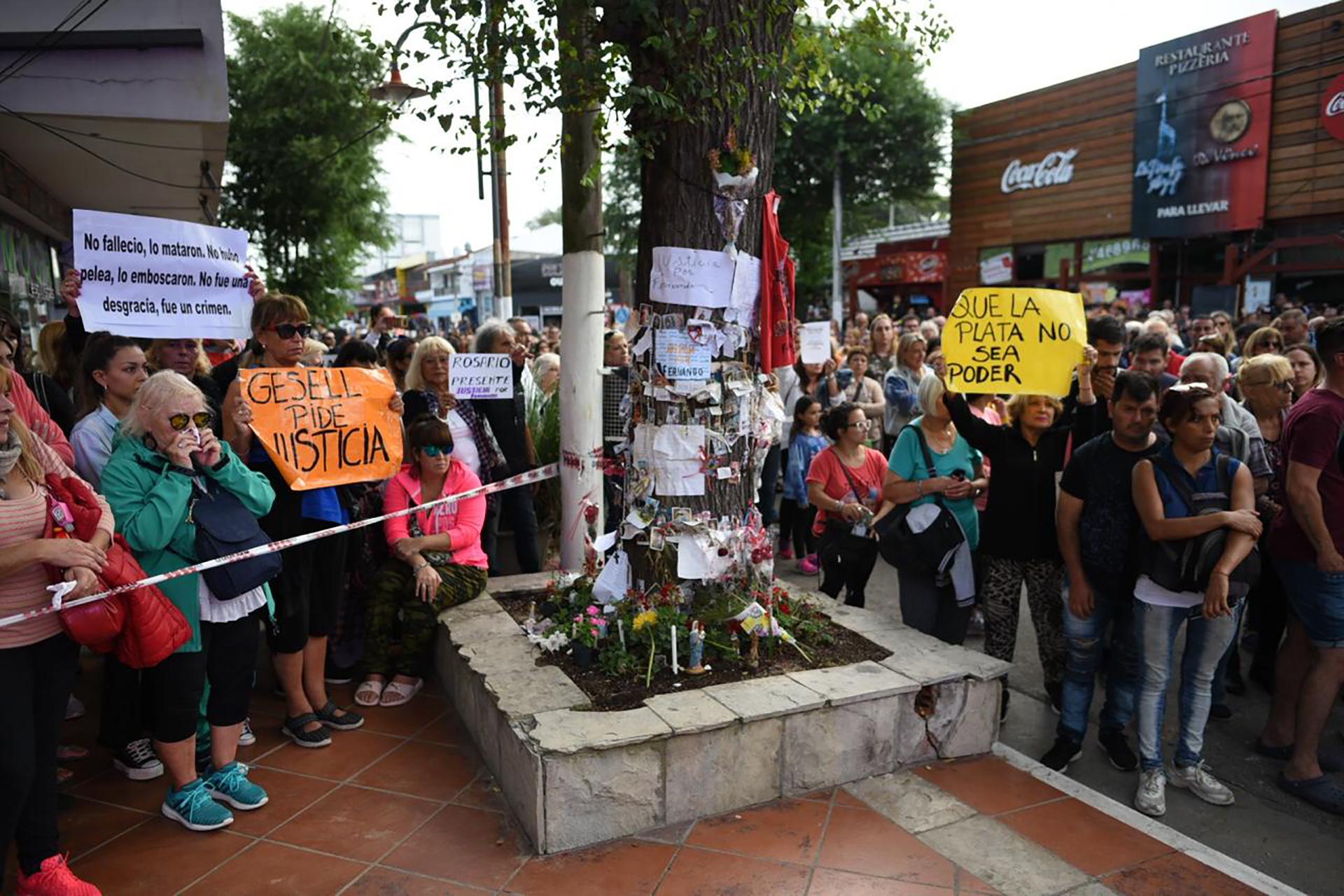 El lugar donde asesinaron a Báez Sosa fue convertido en un altar