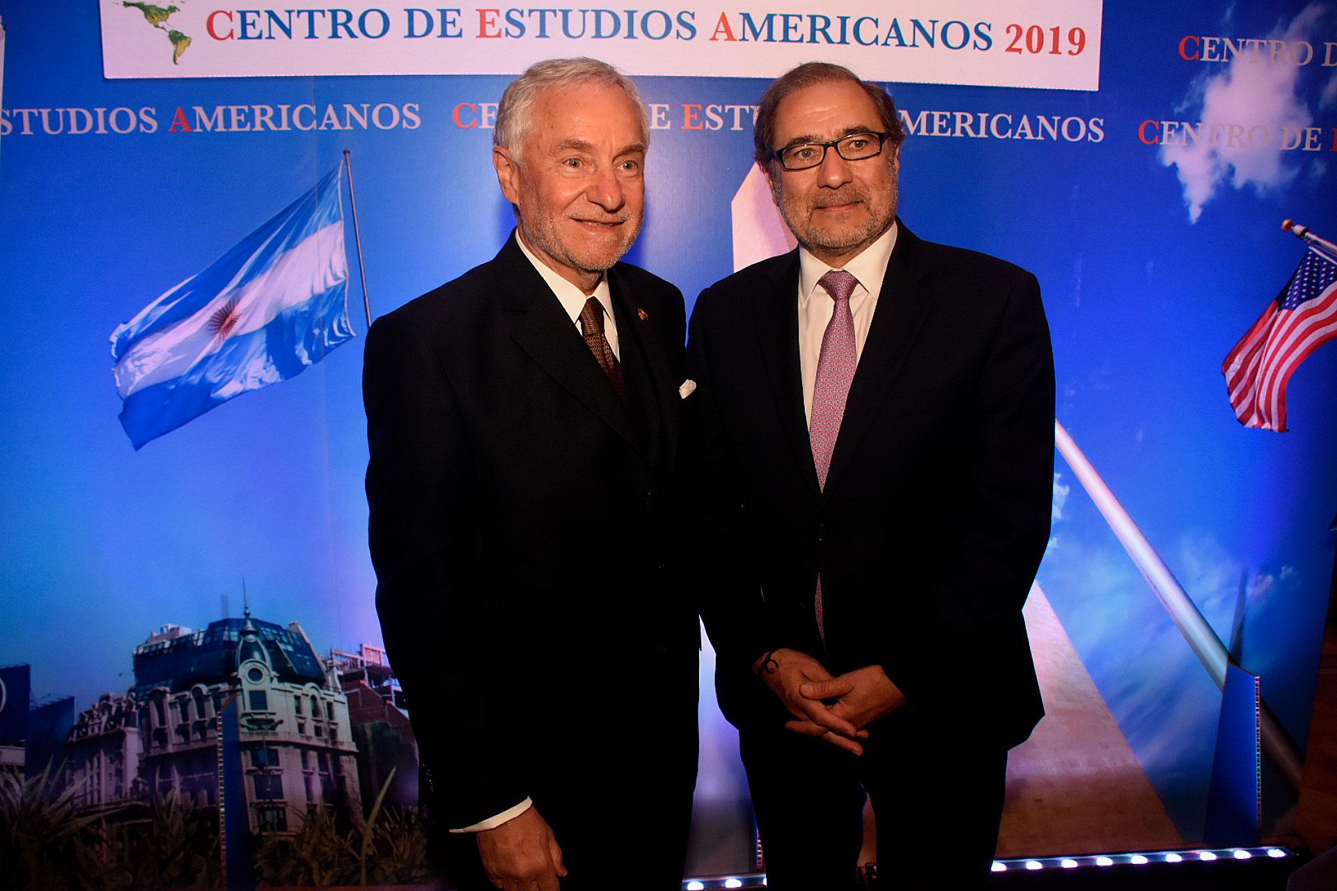 Savino junto al referente de política exterior de Alberto Fernández, Jorge Arguello