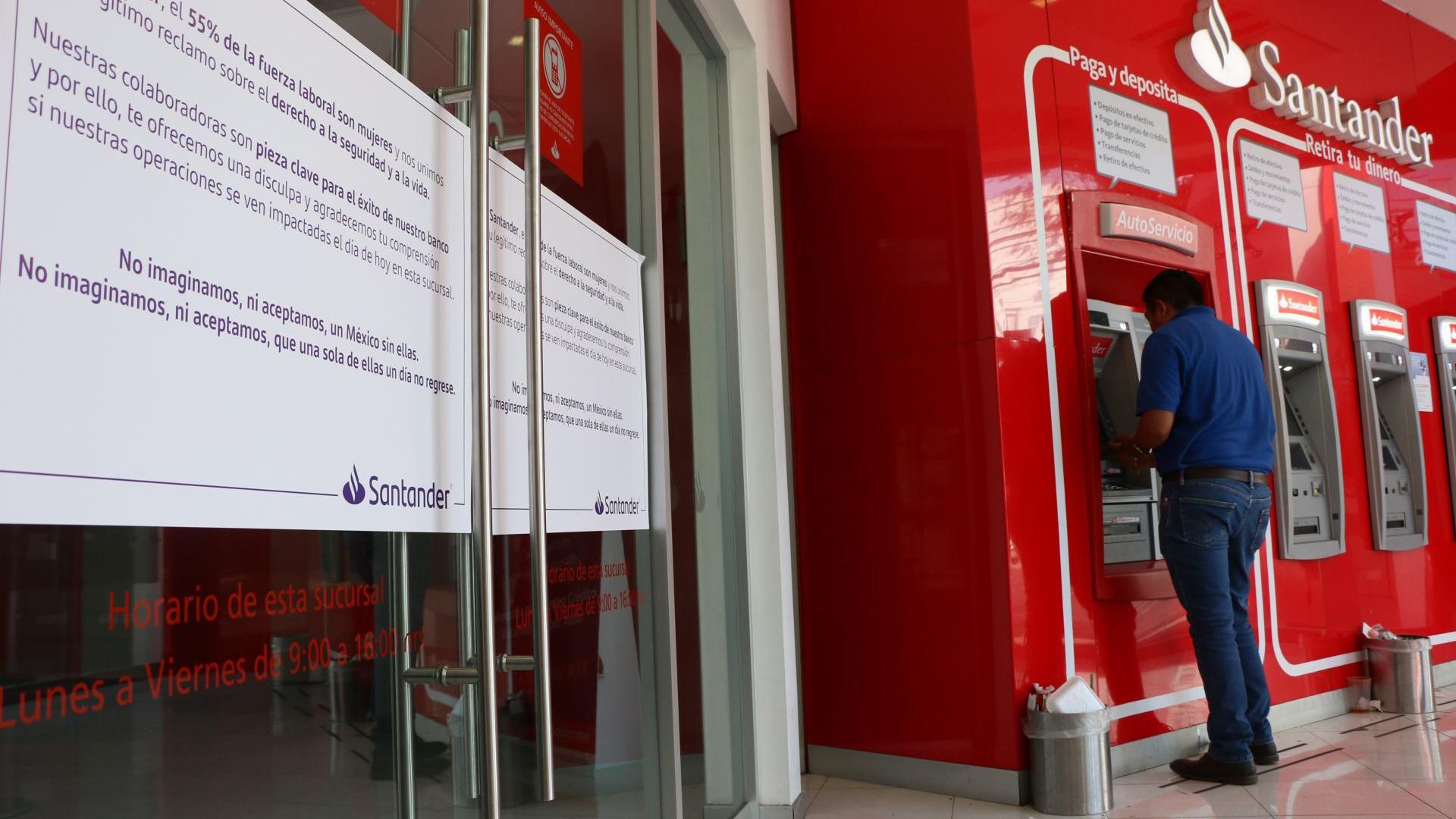 Una sucursal bancaria permanece cerrada el día de hoy en el marco del paro nacional de mujeres