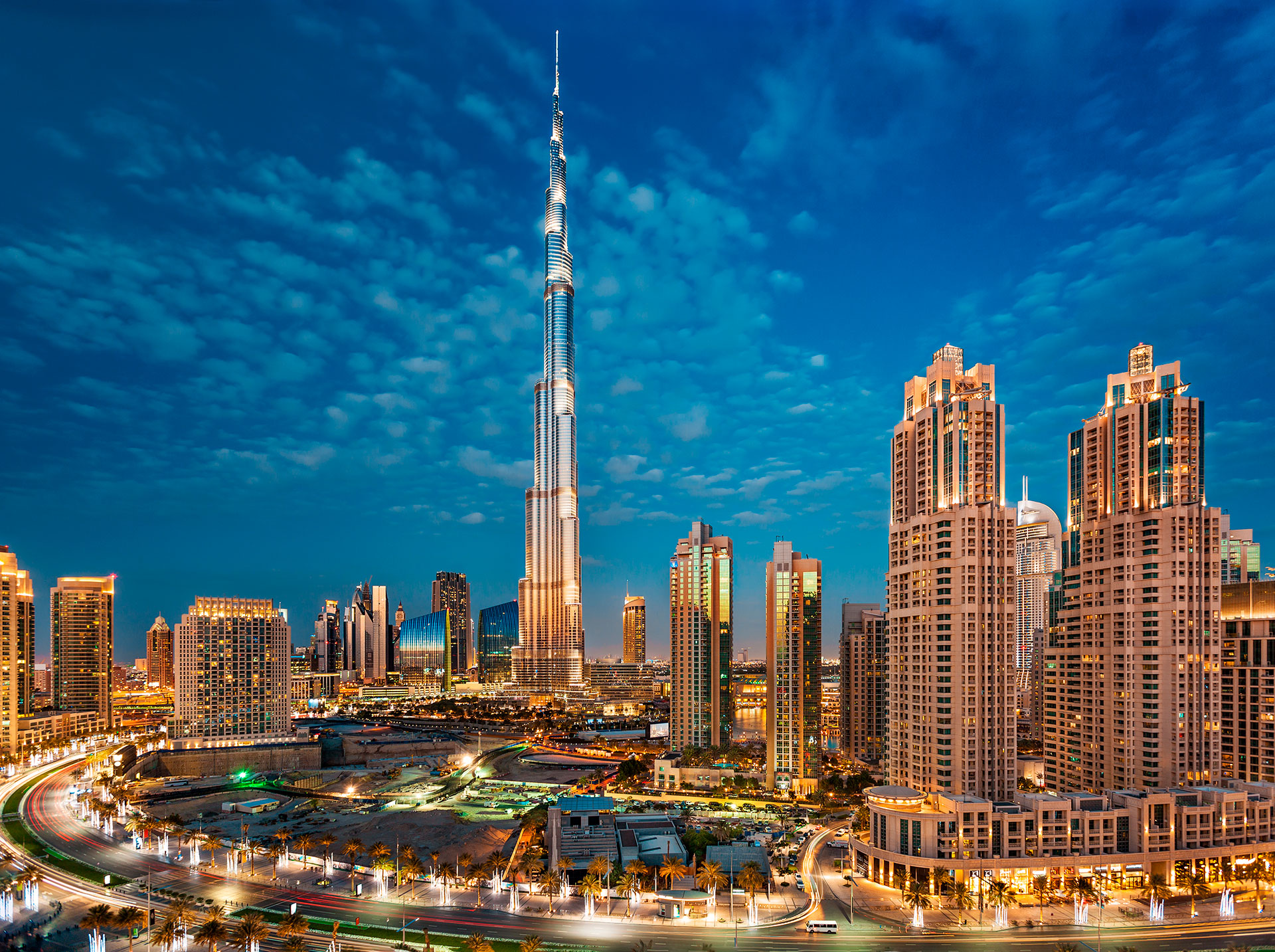 Burj Khalifa en Dubai posee siete récords mundiales, incluido el del edificio más alto del mundo, con 828 metros de altura (Shutterstock)