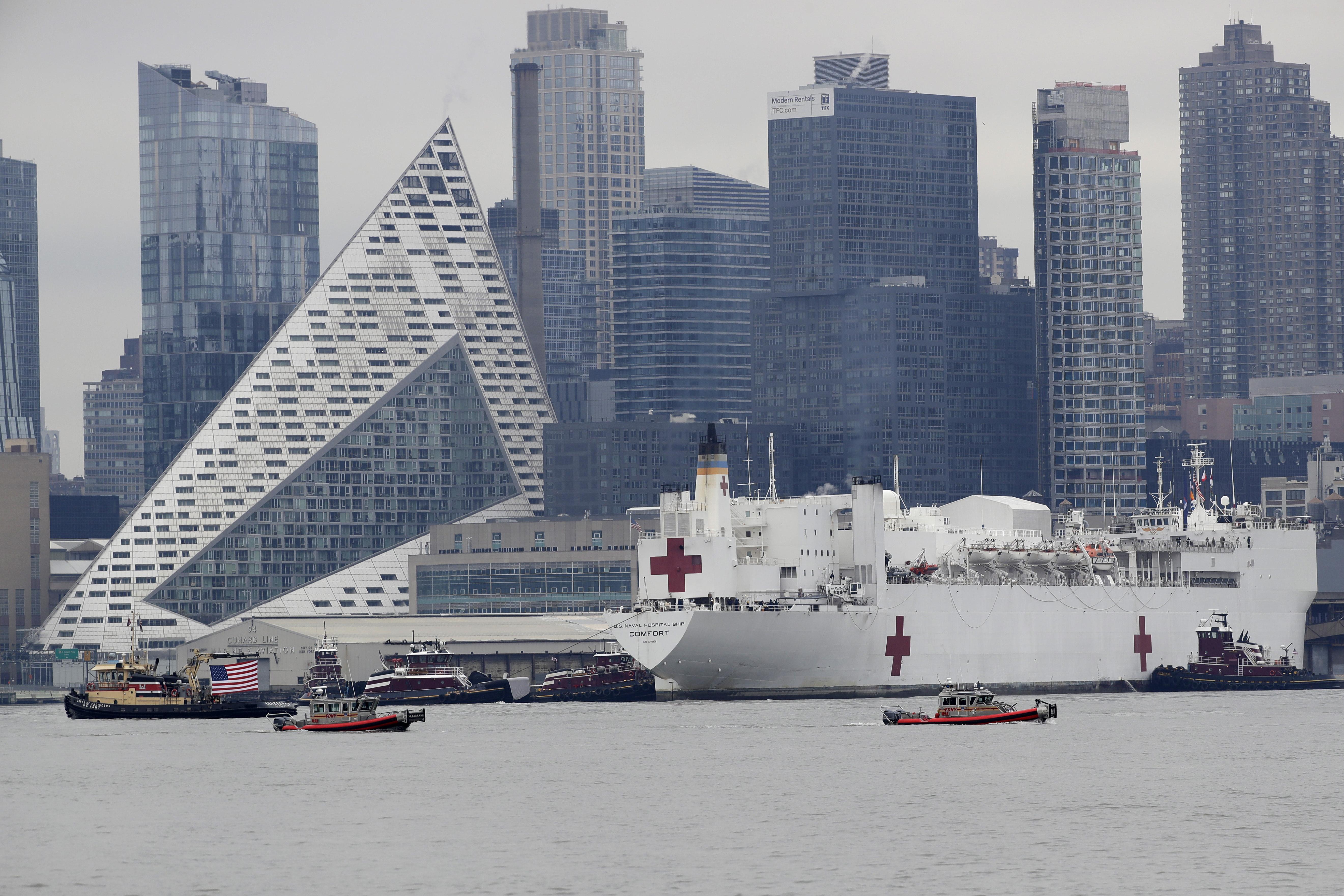 El alcalde Bill de Blasio saludó la llegada de la embarcación, prevista desde el 18 de marzo.