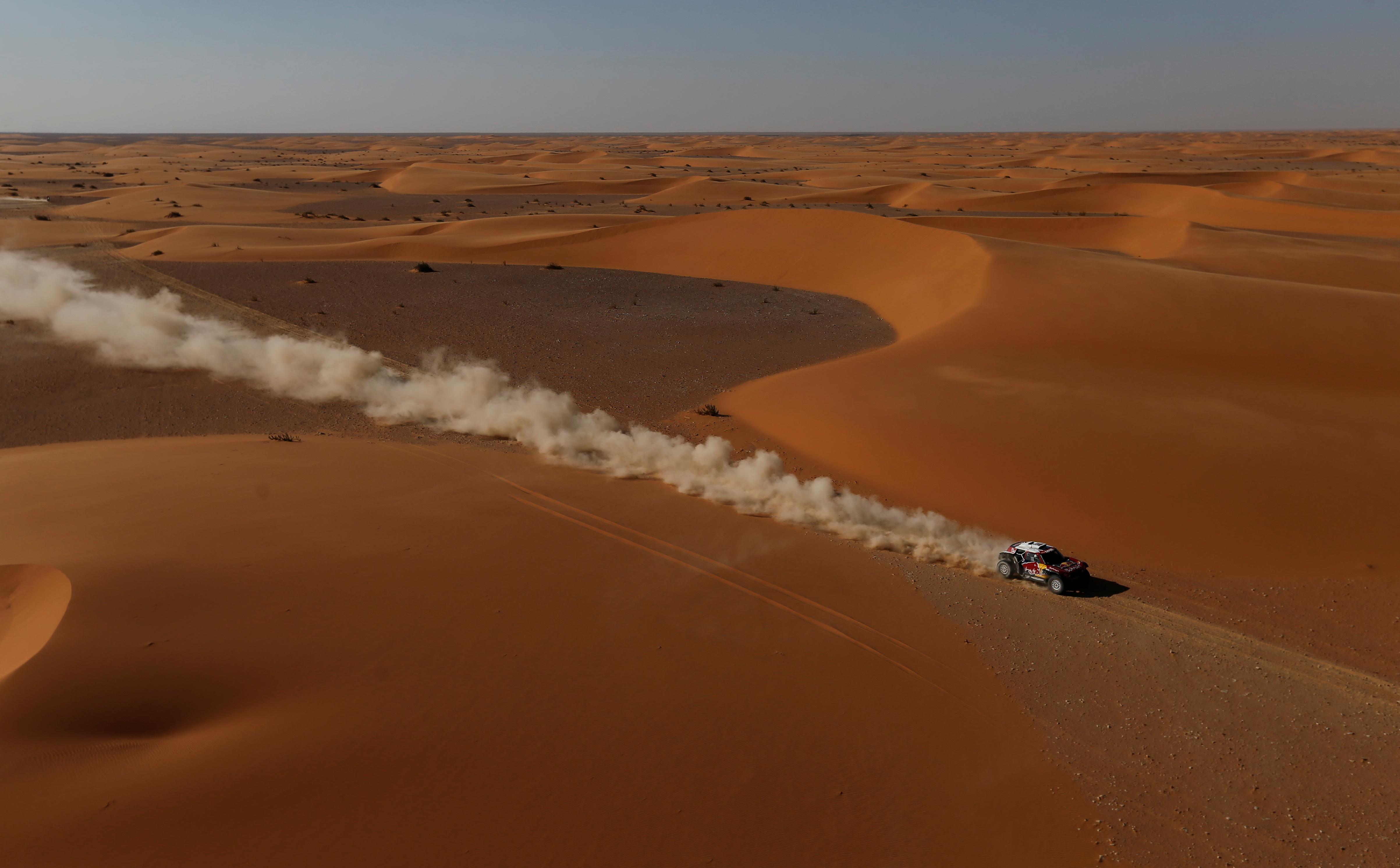 En la general, el doble vencedor de la prueba supera ahora a Al-Attiyah en 18 minutos y 10 segundos y a Peterhansel en 18 minutos y 26 segundos