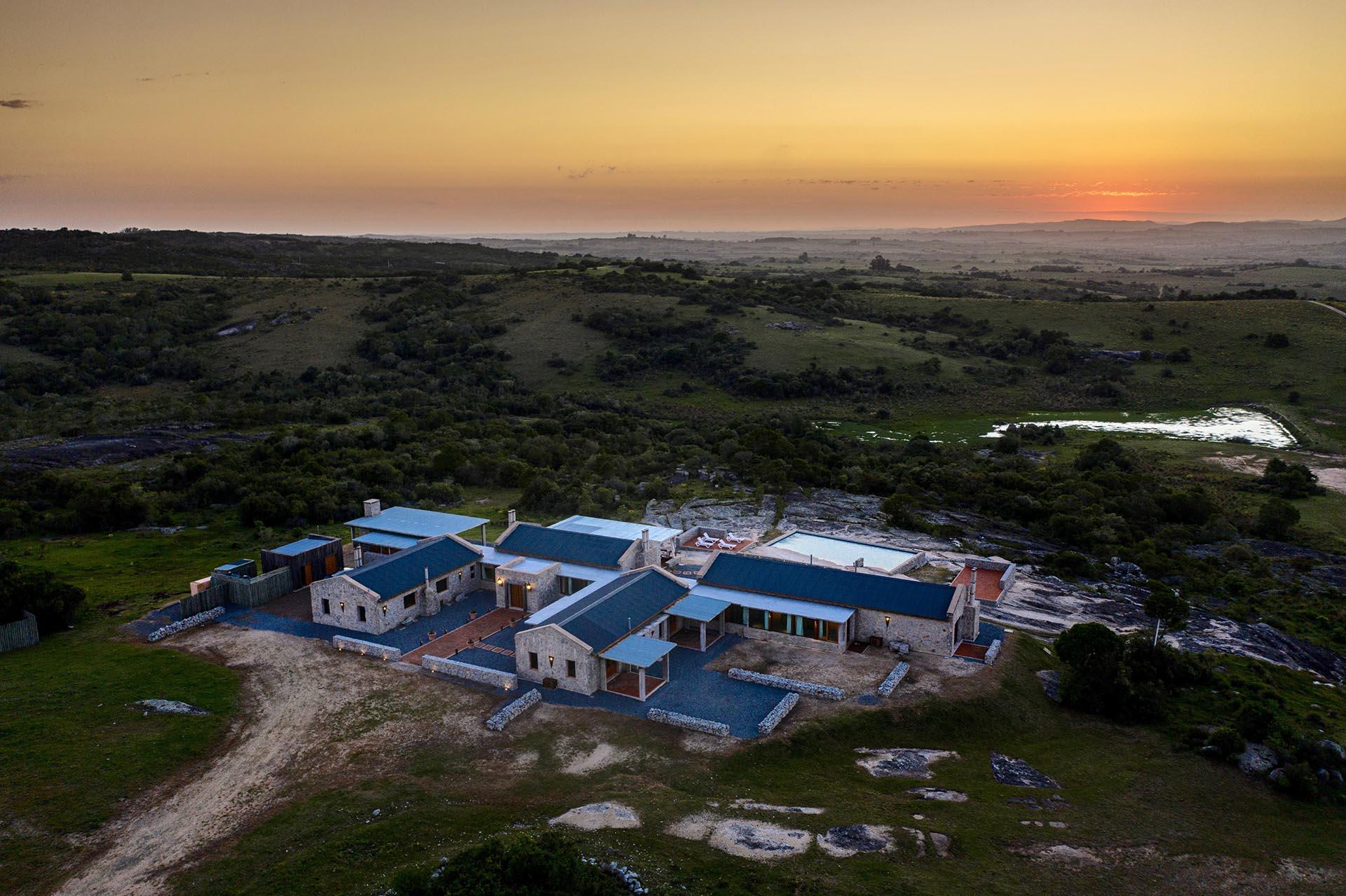 La Tertulia se encuentra a sólo 1 hora de Punta del Este y a 30 minutos de las playas de José Ignacio