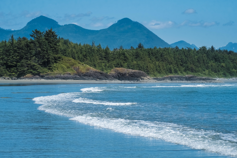 Long Beach es la playa más grande y más larga en la Reserva del Parque Nacional Pacific Rim en la costa oeste de la isla de Vancouver. Se encuentra en la bahía de Wickaninnish entre Tofino y Ucluelet y está junto a campamentos y áreas de picnic