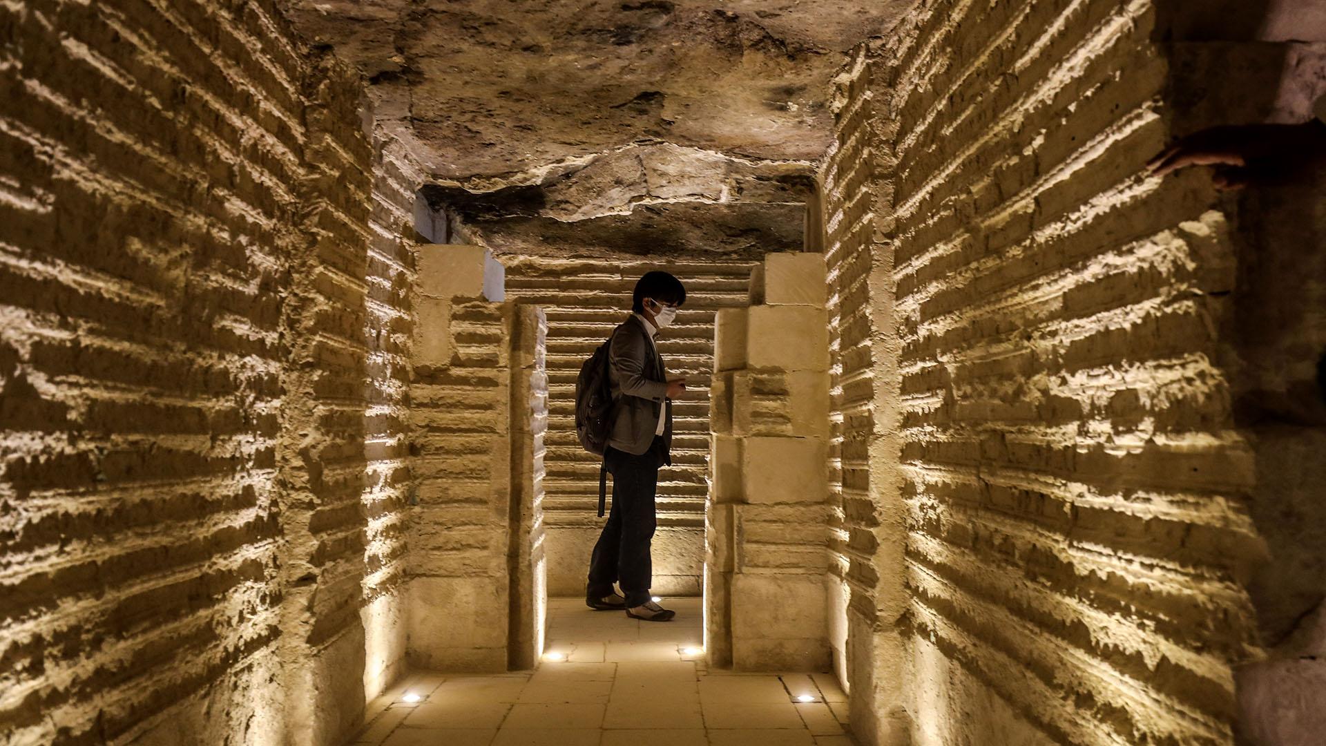 La estructura de 4.700 años de antigüedad se encuentra al sur de El Cairo, en la antigua capital de Memphis, declarada Patrimonio de la Humanidad por la UNESCO, que alberga algunos de los monumentos más fascinantes de Egipto (AFP)