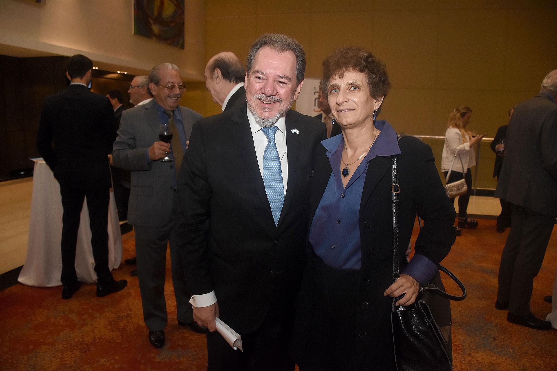 Mario Montoto y la embajadora Galit Ronen