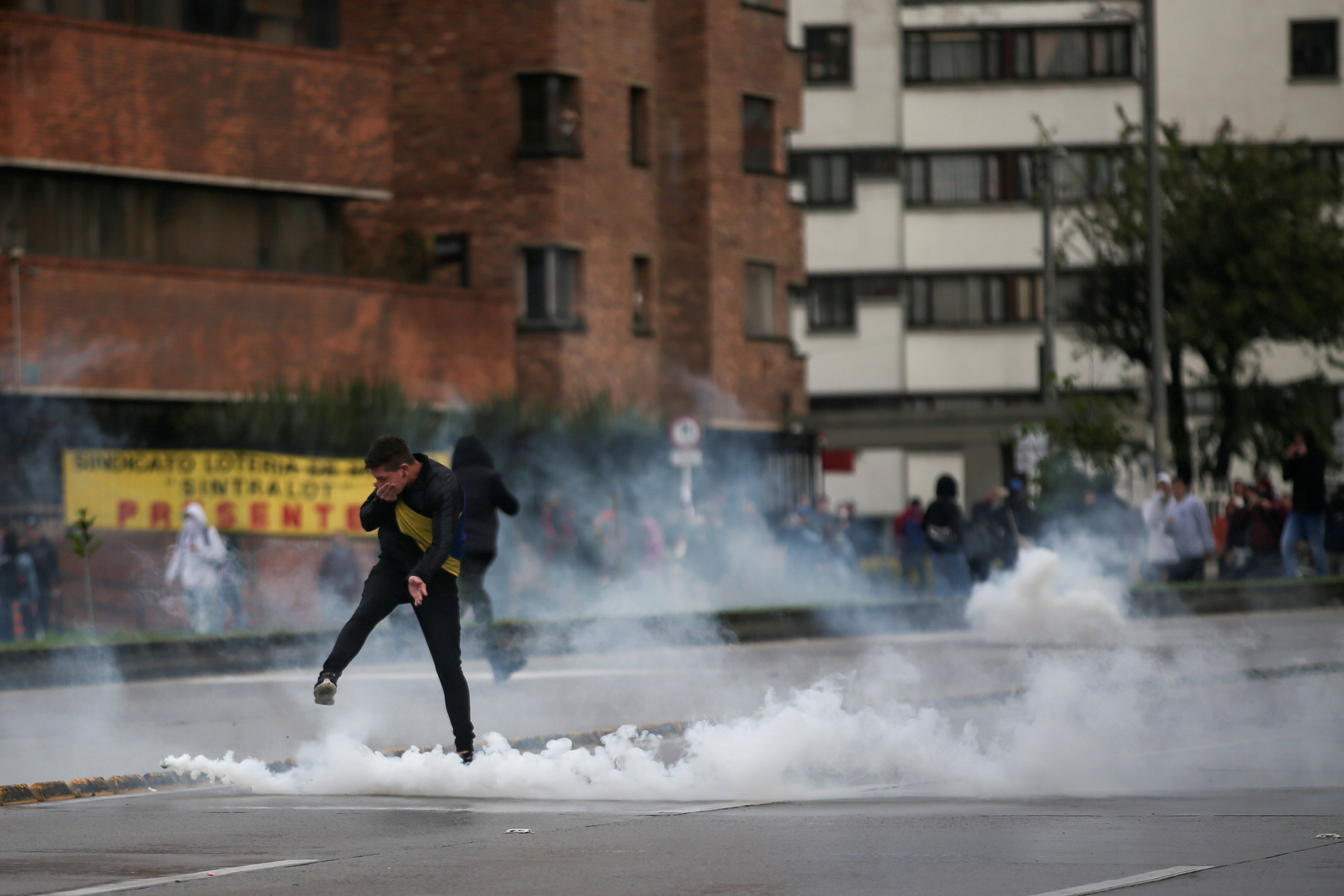 A demonstrator kicks back a tear gas canister during a protest in Bogota, Colombia, November 21, 2019. REUTERS/Luisa Gonzalez