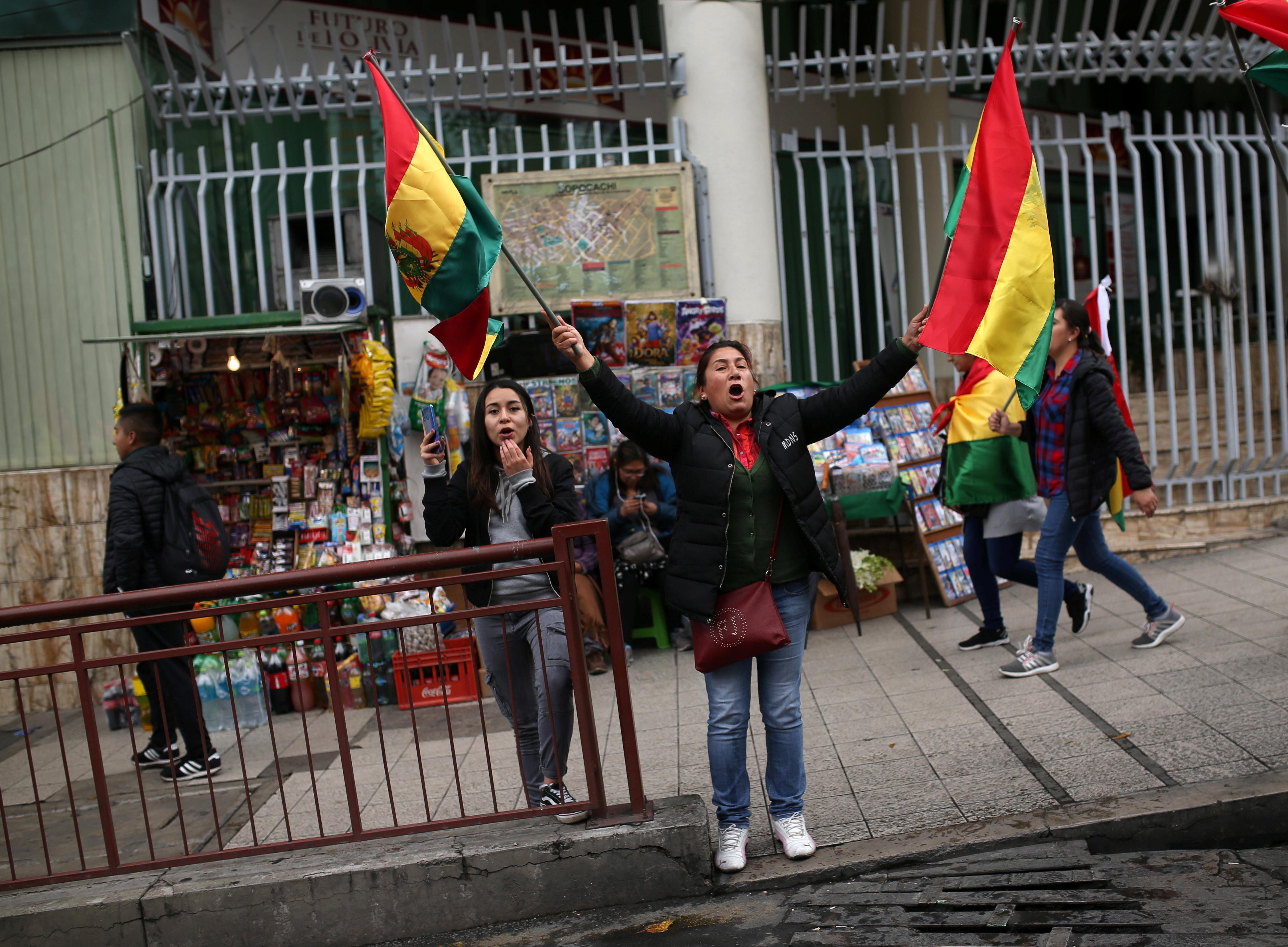Las protestas se desataron después de las elecciones presidenciales del 20 de octubre en la que Morales obtuvo su cuarto mandato tras un polémico conteo de votos. La oposición consideró fraudulentos estos comicios
