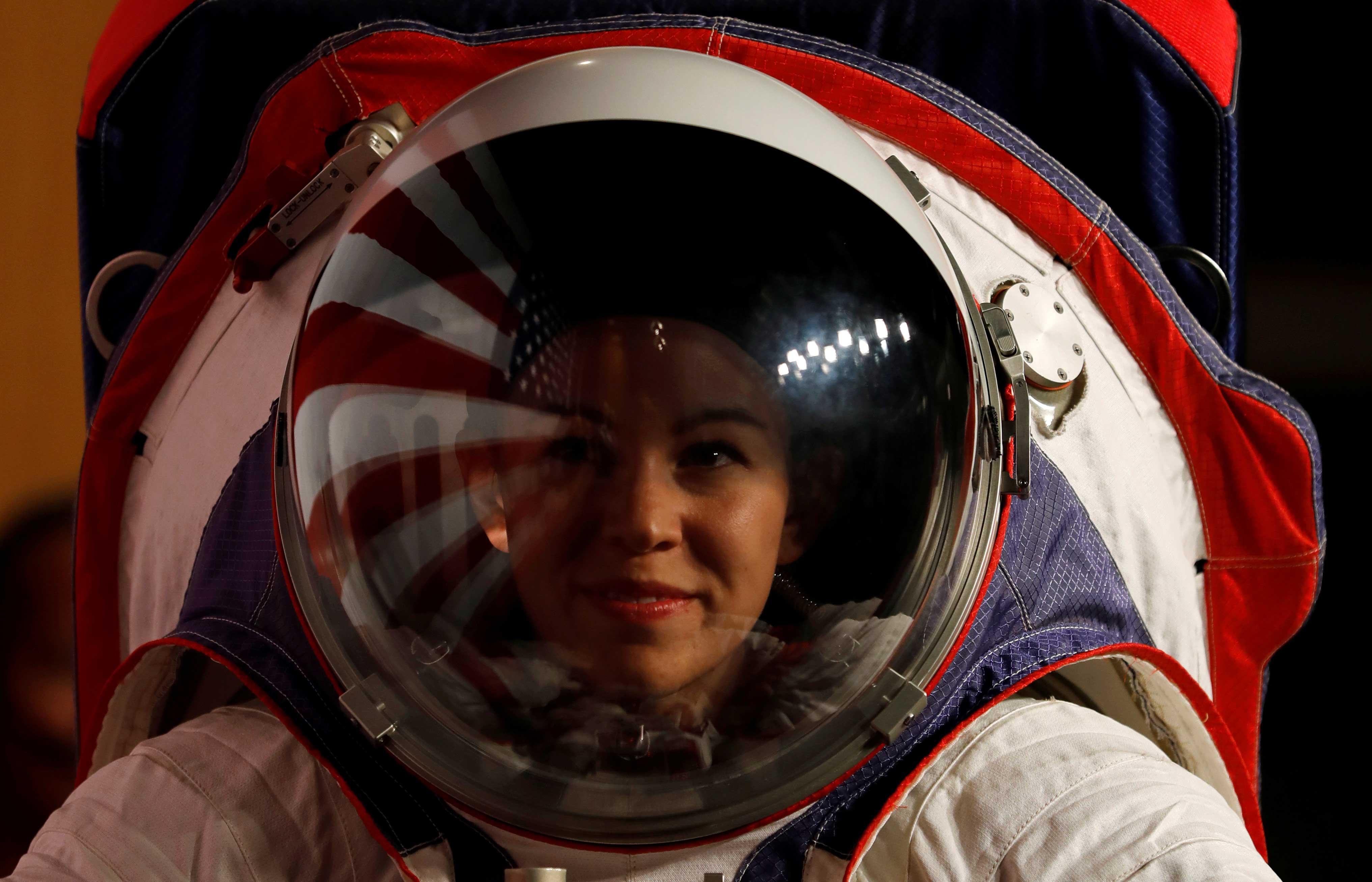 El regreso a la Luna esta previsto de manera oficial para 2024 con la misión Artémis 3, aunque este calendario es aún incierto debido a retrasos y problemas de financiamiento. Los trajes estarían listos no antes de 2023 (Reuters)