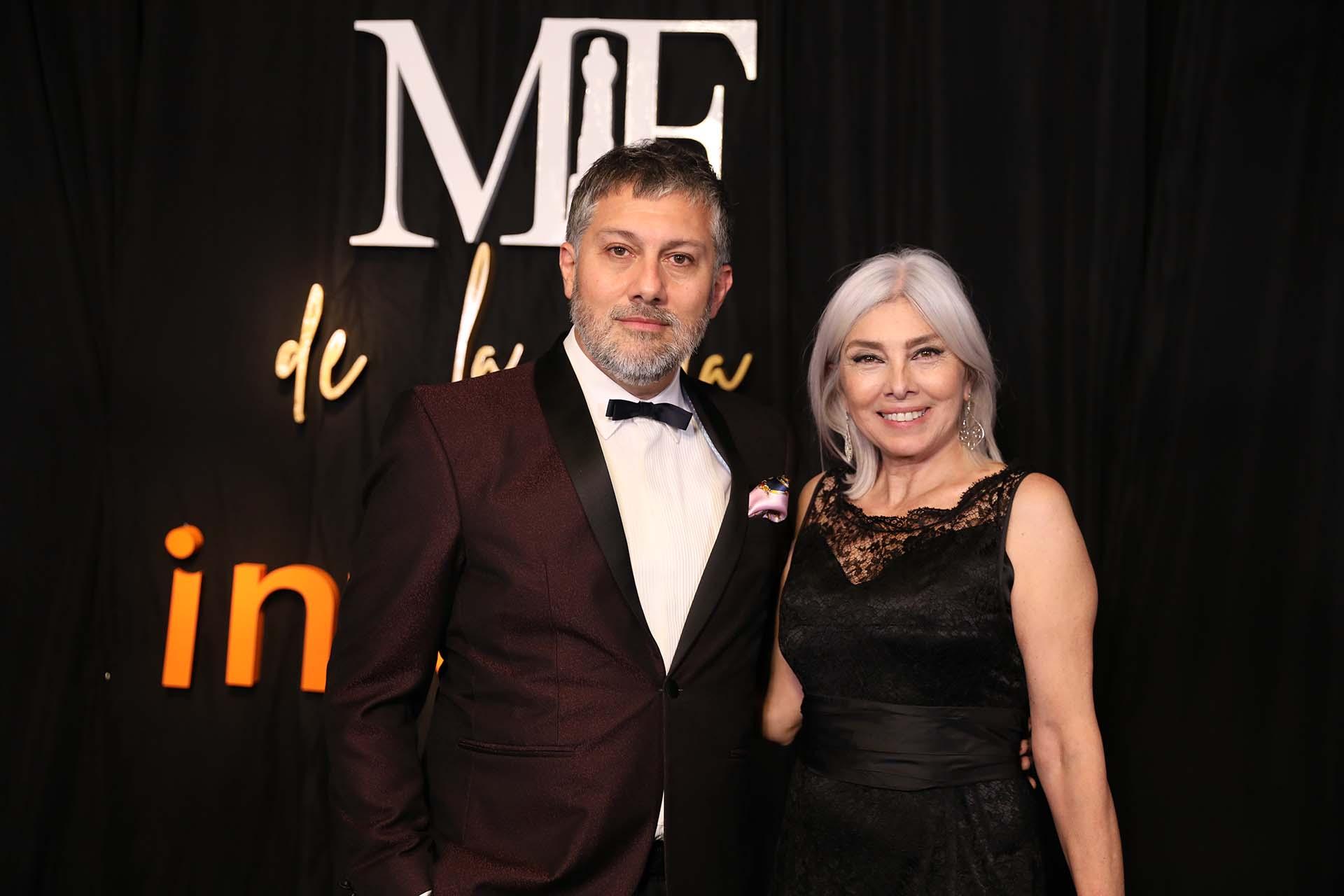 Jorge León, ganador del premio al mejor productor de moda junto con Tere del Valle vestida por Dolce & Gabanna