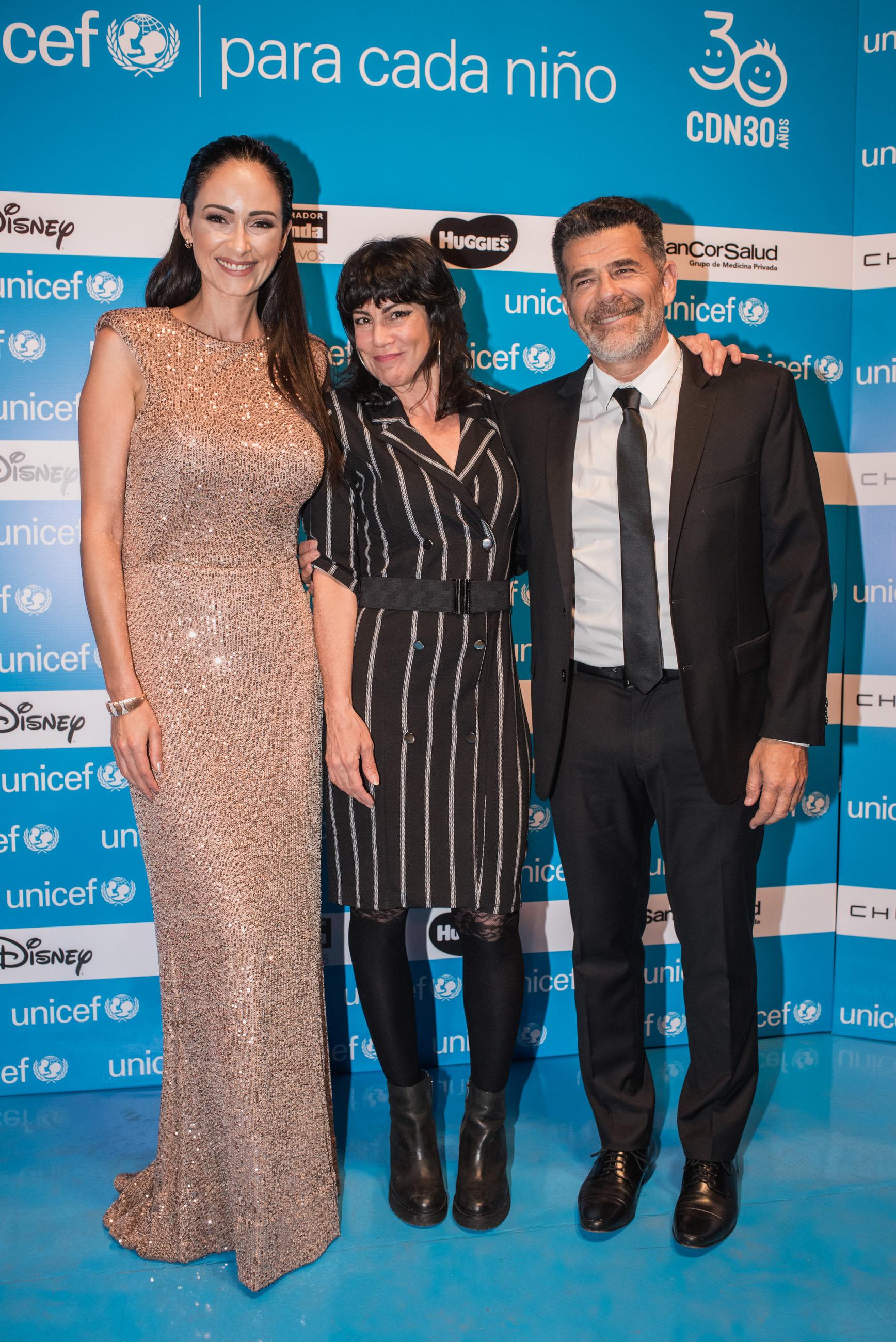 Mimí Maura junto a Julián Weich y Gabriela Sobrado