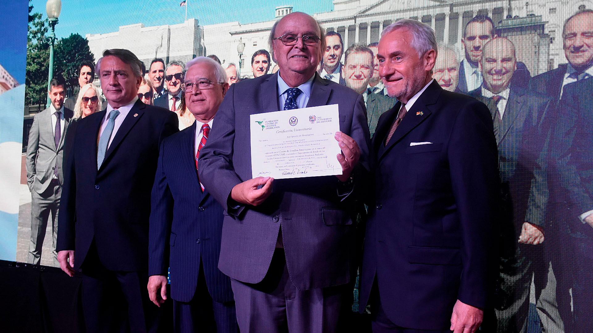 El diputado José Ignacio de Mendiguren fue uno de los distinguidos por el CEA