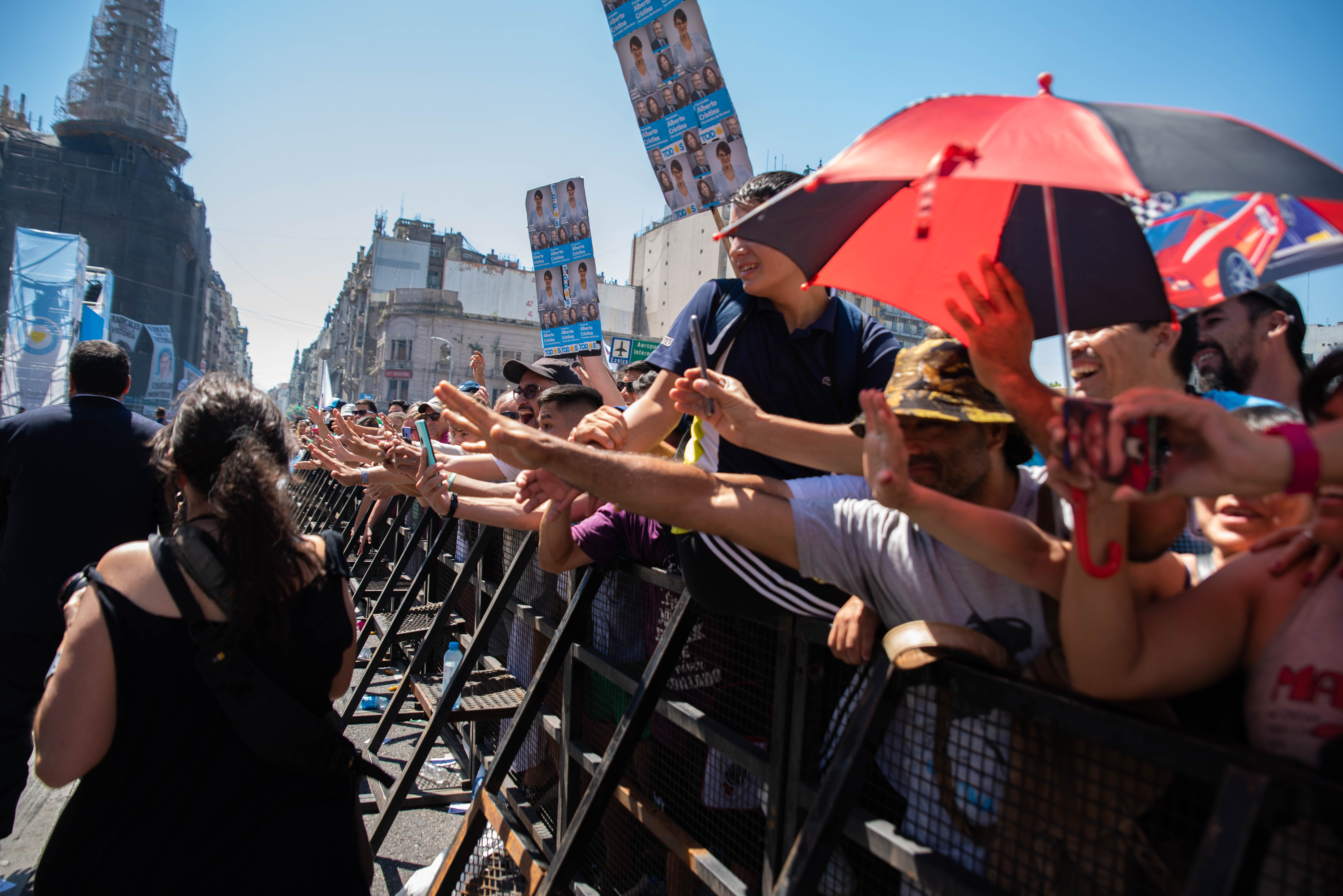 Miles militantes se hicieron presidente en la plaza del Congreso para seguir el discurso de Alberto Fernández