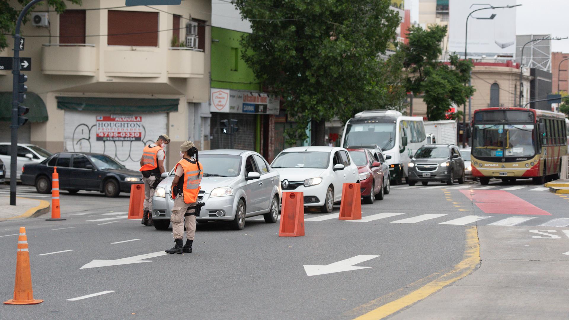 Los controles en Avenida Cabildo, sobre el ingreso por Puente Saavedra