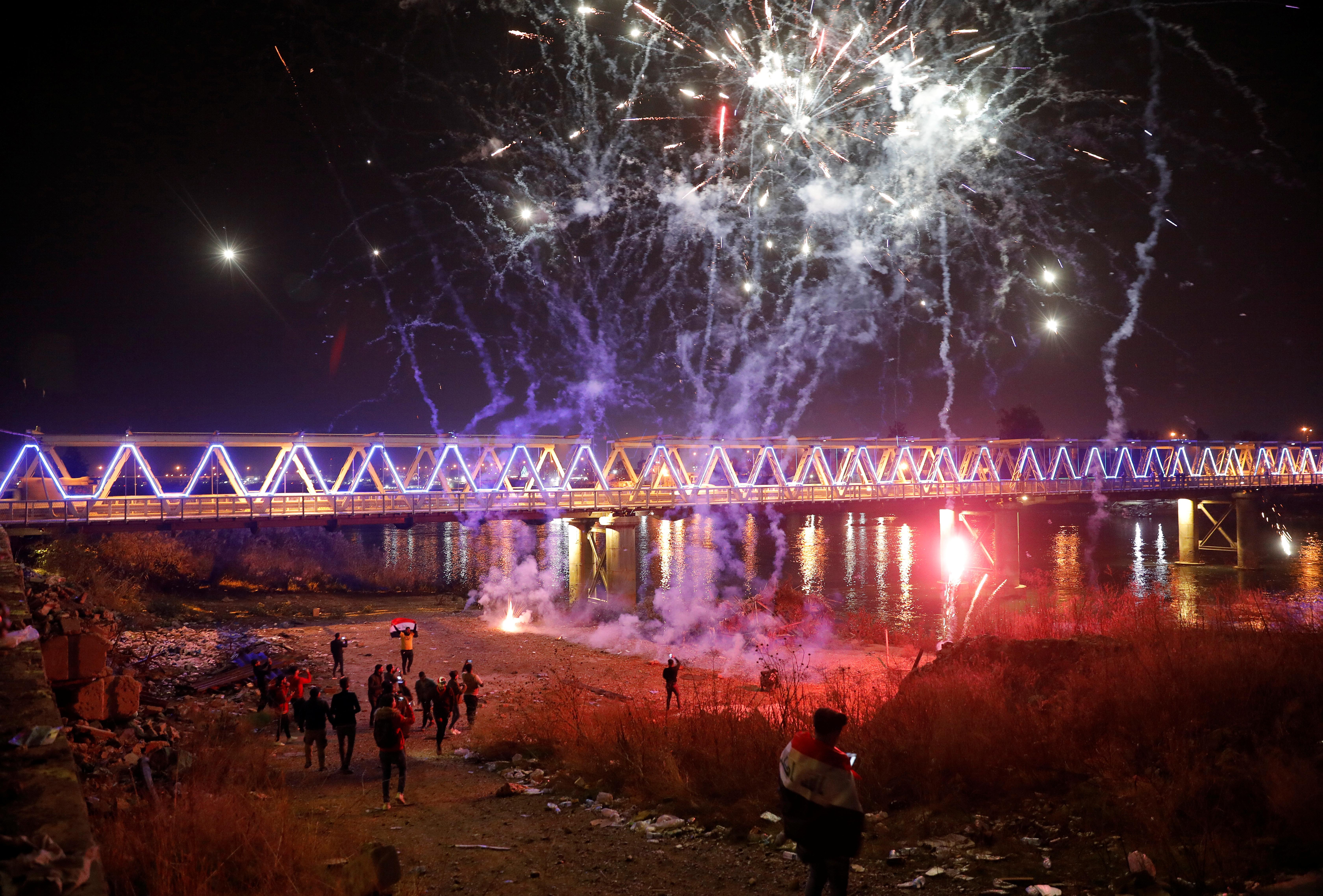 También hubo festejos en Mosul, Irak (REUTERS/Abdullah Rashid)