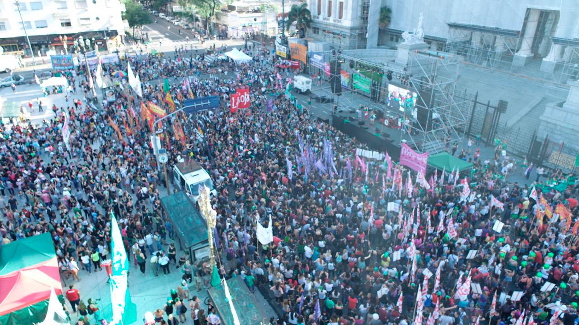 Militantes de izquierda formaron parte de la marcha