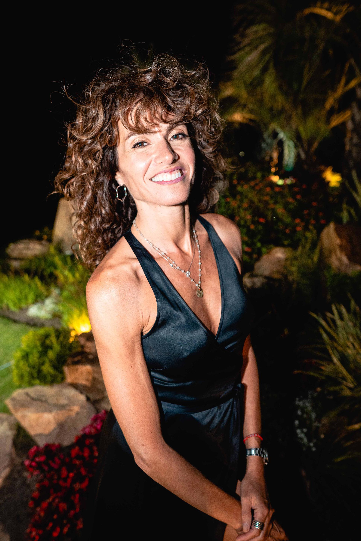 Flor Raggi también se decantó por el negro para una divertida cena esteña