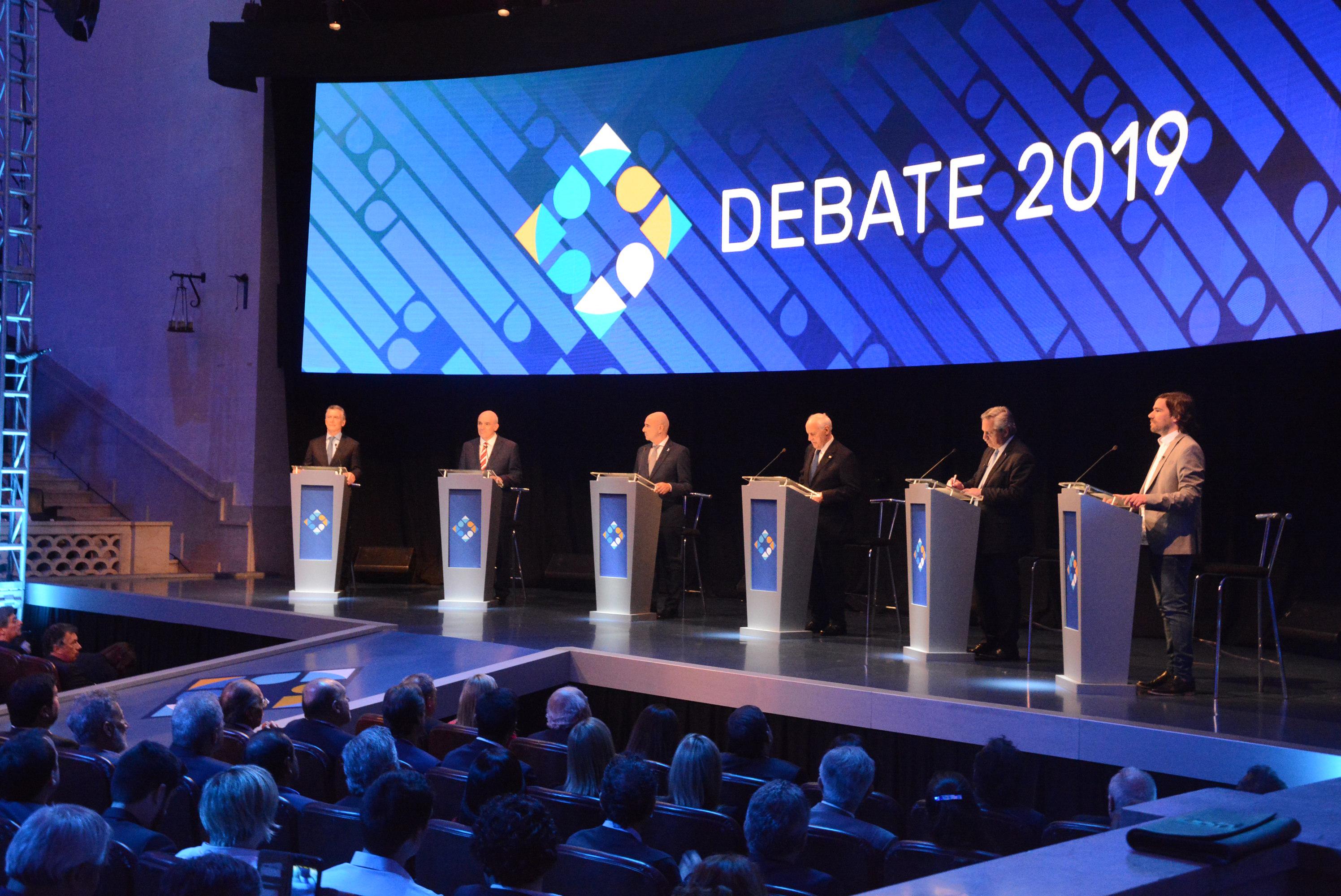 Los seis candidatos debatieron durante más de dos horas en Santa Fe