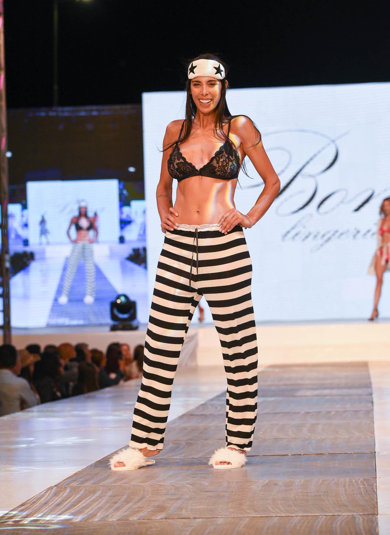 María Paz Delgado, modelo y ex integrante del reality Gran Hermano en la pasada de la firma Bona Lingerie