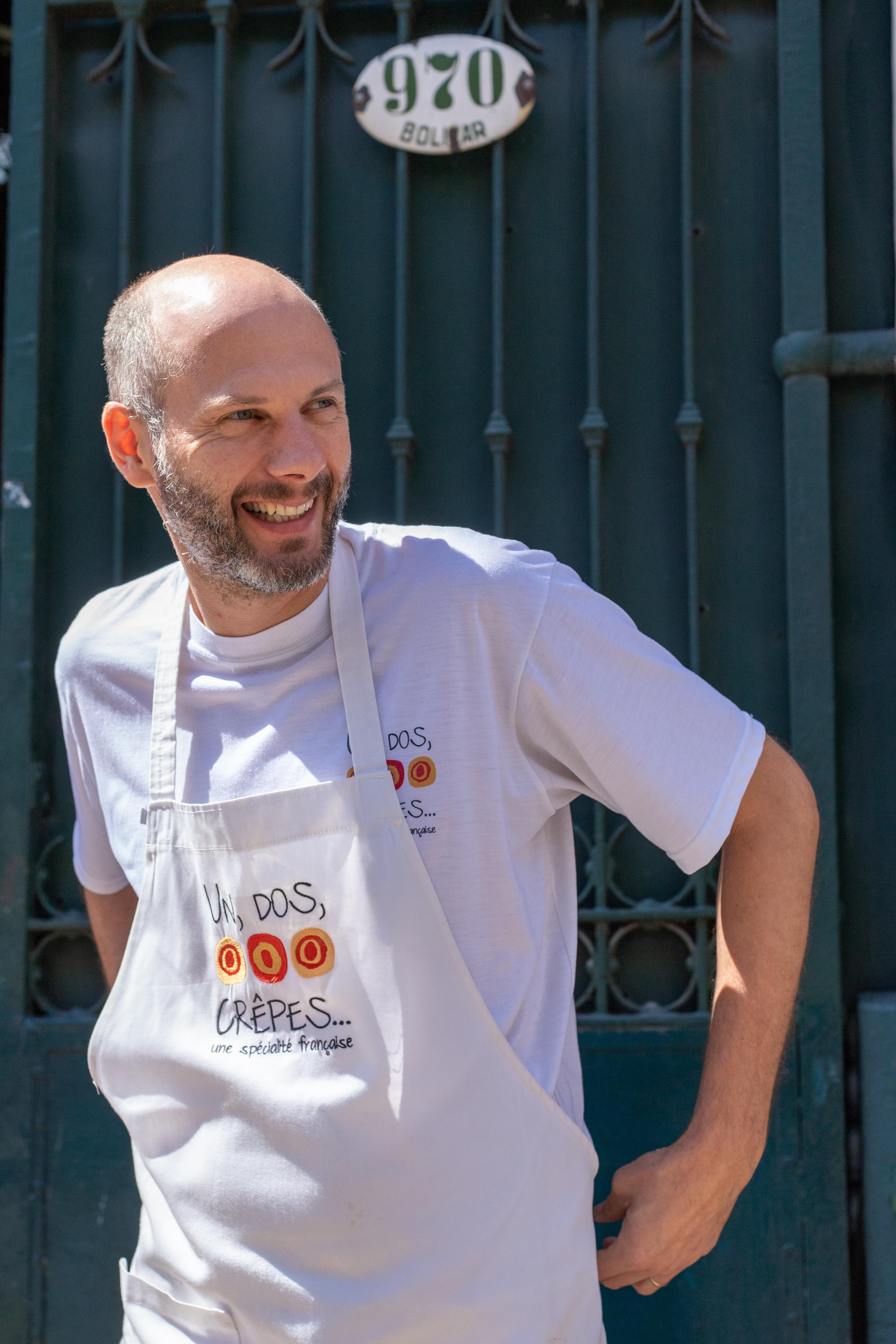 El crepier Ludovic Casrouge, dueño de Un Dos, Crêpes