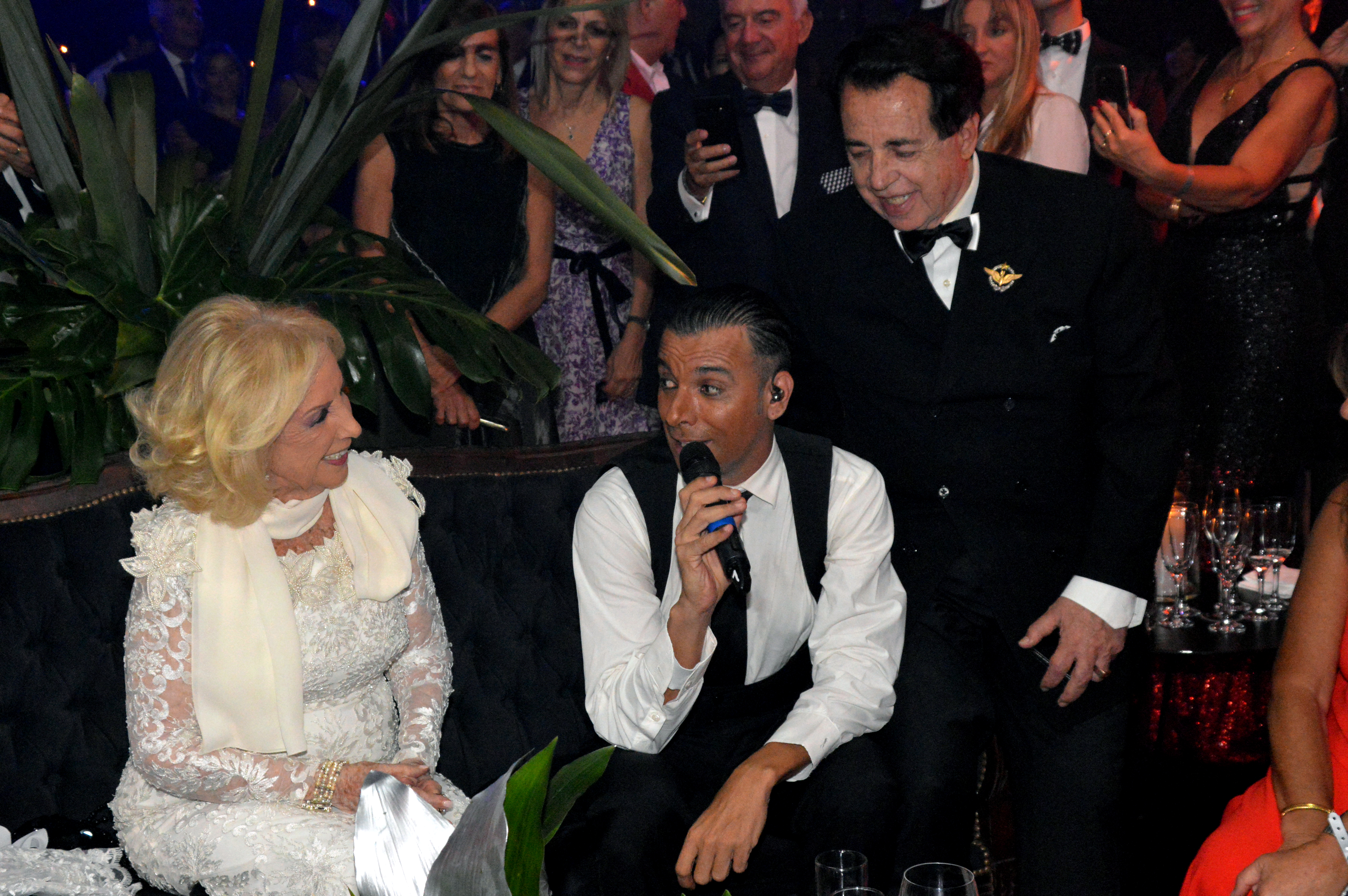 Martín Bossi realizó varias imitaciones, y le cantó a Mirtha Legrand; al lado, Héctor Vidal Rivas, el gran amigo de la diva