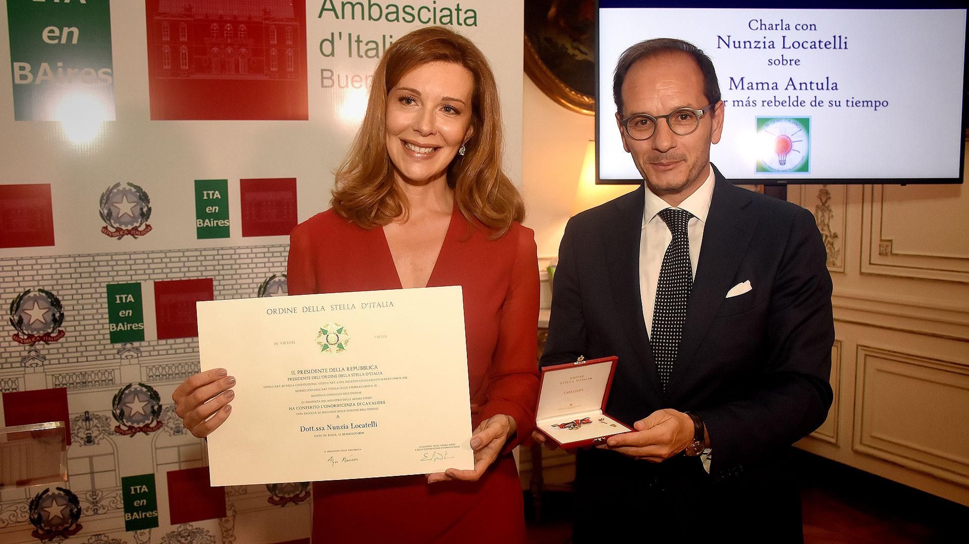 """Nunzia Locatelli fue parte del programa """"In-genio en la investigación histórica"""" y fue distinguida por su labor de investigación sobre Mama Antula con la entrega de la condecoración de """"l'Ordine della Stella d'Italia"""""""