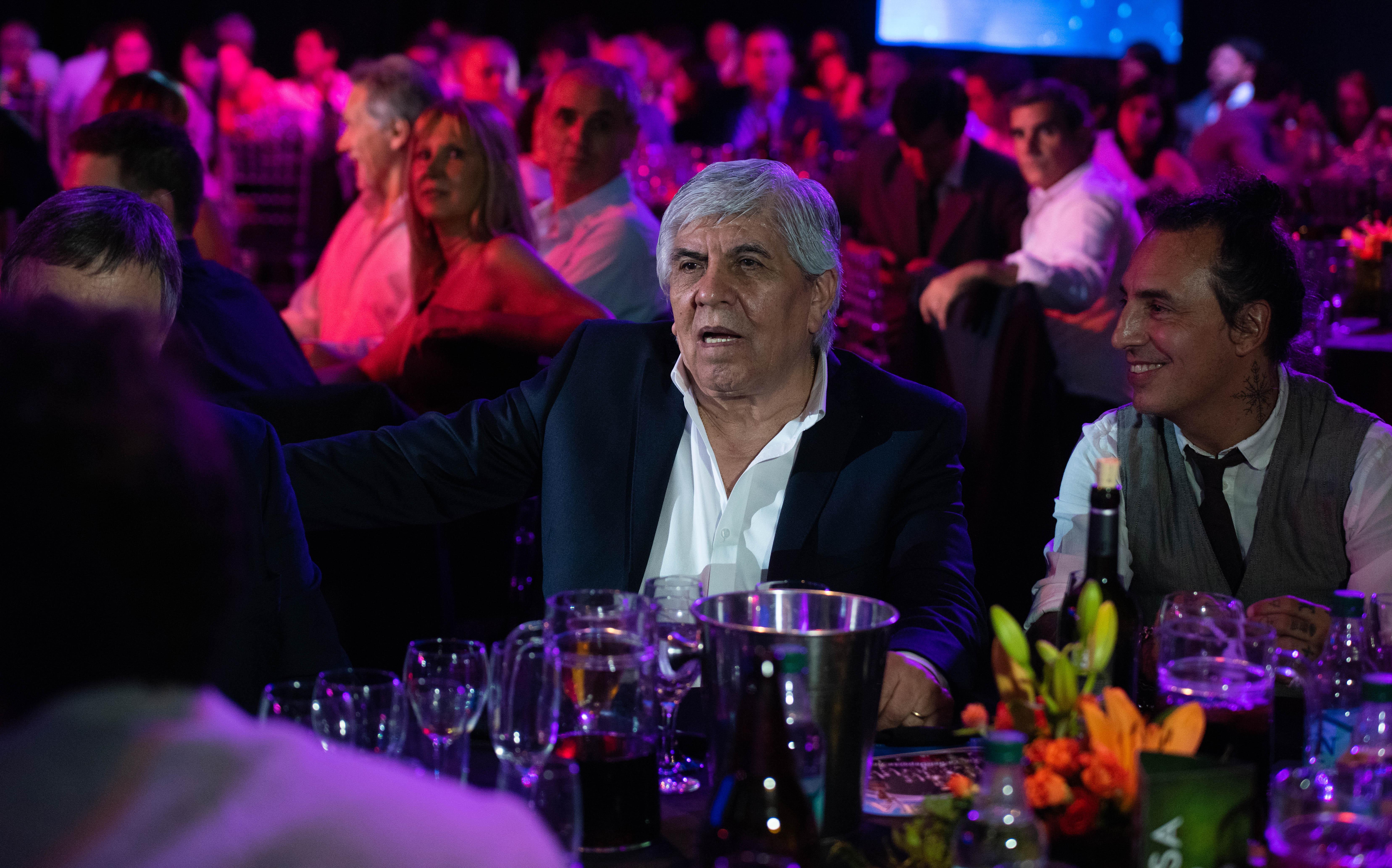 Hugo Moyano, líder de Camioneros y presidente de Independiente, no se perdió la velada.