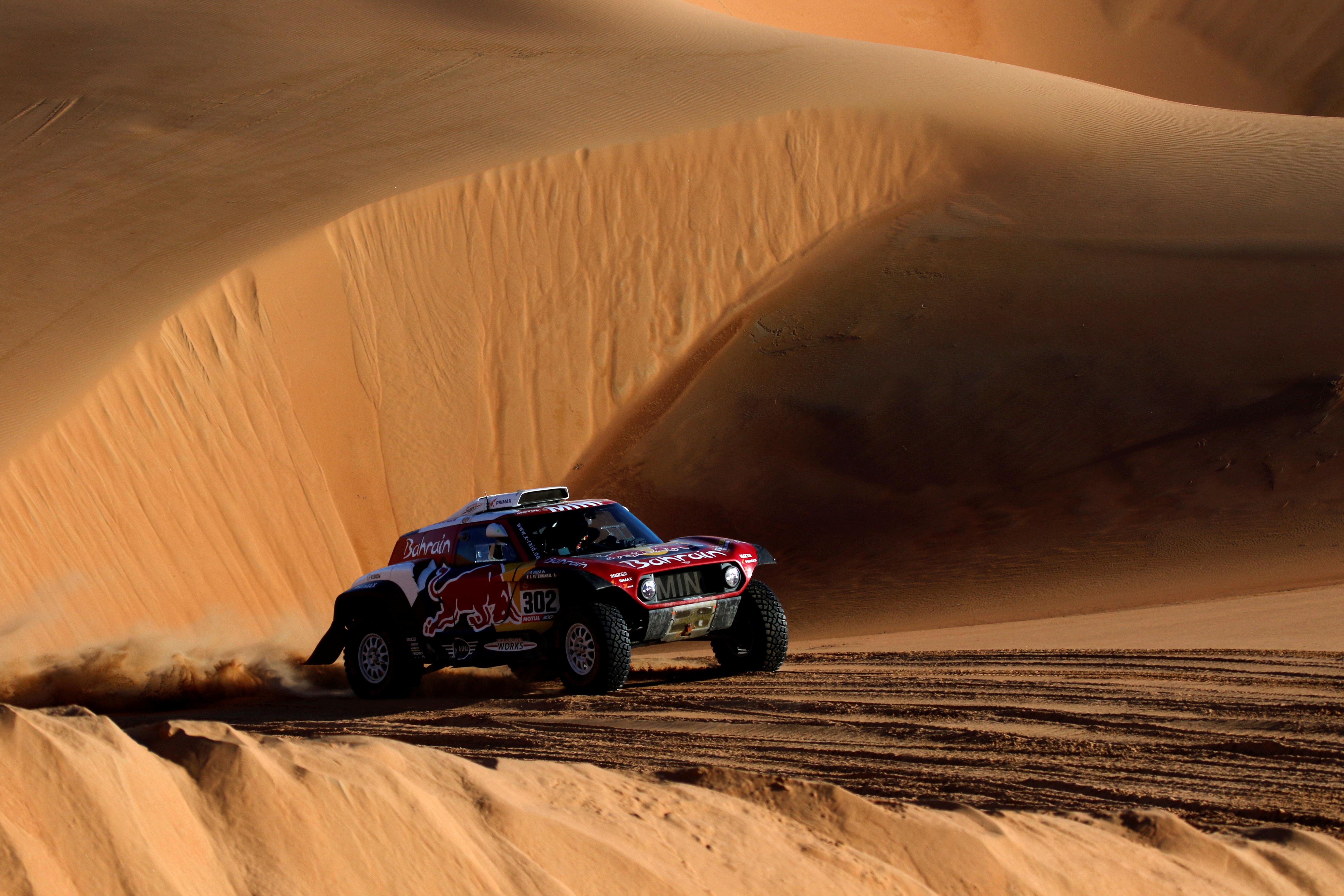 El francés Stéphane Peterhansel (Mini) ganó la undécima y penúltima etapa del Dakar en autos, su cuarto triunfo parcial de la carrera, en una jornada en la que el español Carlos Sainz (Mini) sigue como líder pero vio reducida su ventaja a diez minutos