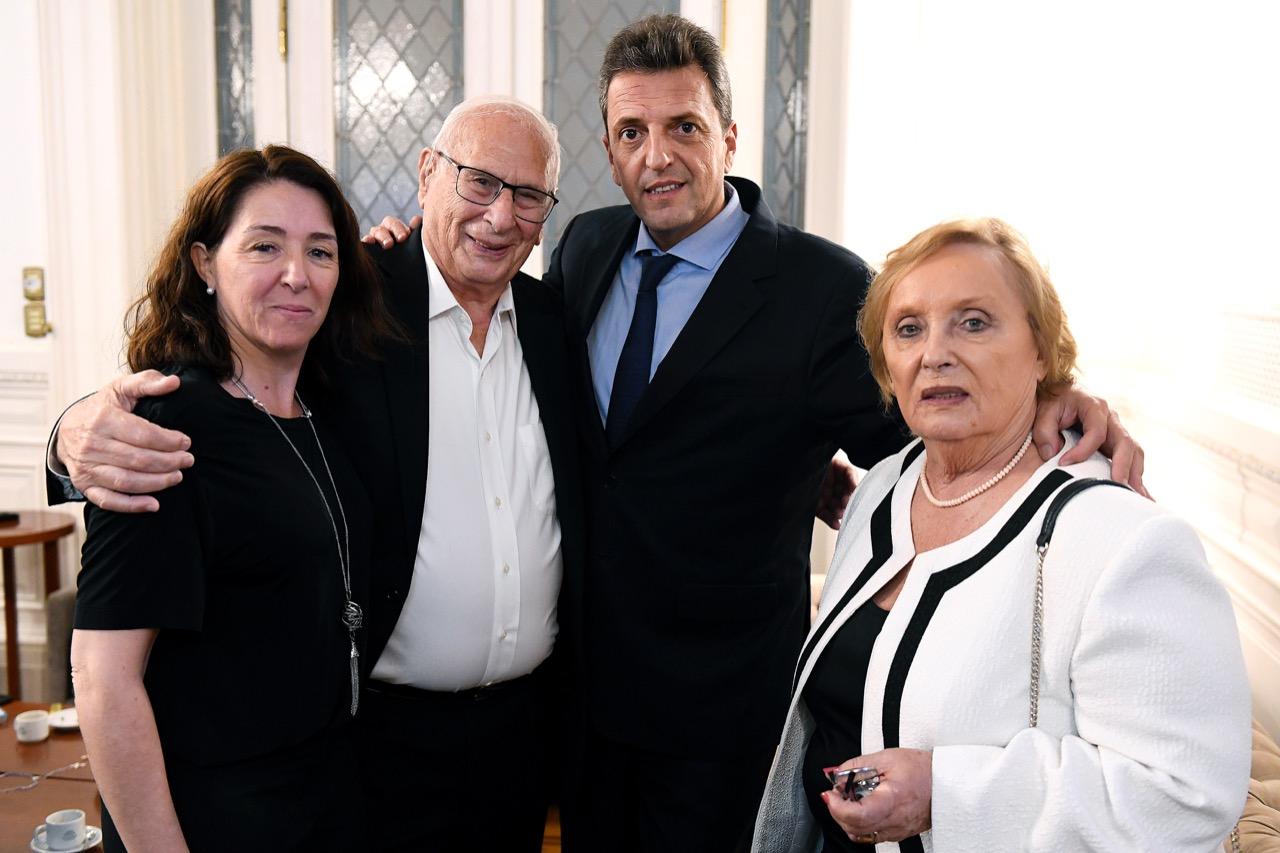 El nuevo presidente de Diputados, junto a su familia.